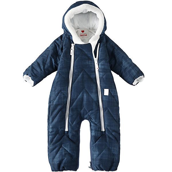 Комбинезон-трансформер Reima Nalle для мальчикаВерхняя одежда<br>Характеристики товара:<br><br>• цвет: синий;<br>• состав: 100% полиэстер;<br>• подкладка: 100% хлопок, джерси;<br>• утеплитель: 200 г/м2 Flex insulation;<br>• сезон: зима;<br>• температурный режим: от -10 до -30С;<br>• воздухопроницаемость: 4000 мм;<br>• износостойкость: 6000 циклов (тест Мартиндейла);<br>• водо- и ветронепроницаемый и дышащий материал;<br>• превращается в спальный мешок;<br>• застежка: две молнии с защитой подбородка;<br>• гладкая, приятная на ощупь подкладка из материала Jersey;<br>• фиксированный капюшон;<br>• рукава с подгибом во всех размерах;<br>• съемные эластичные штрипки в размерах от 62/68 до 74/80;<br>• светоотражающие детали;<br>• страна бренда: Финляндия;<br>• страна изготовитель: Китай.<br><br>Теплый зимний стеганый комбинезон для новорожденных с помощью застежки-молнии легко превращается в конверт. Для его изготовления использован водоотталкивающий, ветронепроницаемый и дышащий материал, наполовину произведенный из переработанного полиэстера. Этот комбинезон создан с заботой о малышах и их комфорте: мы немного опустили застежку-молнию – теперь подбородок защищен мягким и теплым материалом, и малыш не поцарапается о молнию.<br><br>Комбинезон-трансформер Reima Nalle от финского бренда Reima (Рейма) можно купить в нашем интернет-магазине.<br><br>Ширина мм: 356<br>Глубина мм: 10<br>Высота мм: 245<br>Вес г: 519<br>Цвет: синий<br>Возраст от месяцев: 6<br>Возраст до месяцев: 9<br>Пол: Мужской<br>Возраст: Детский<br>Размер: 74/80,50/56,62/68<br>SKU: 6968349