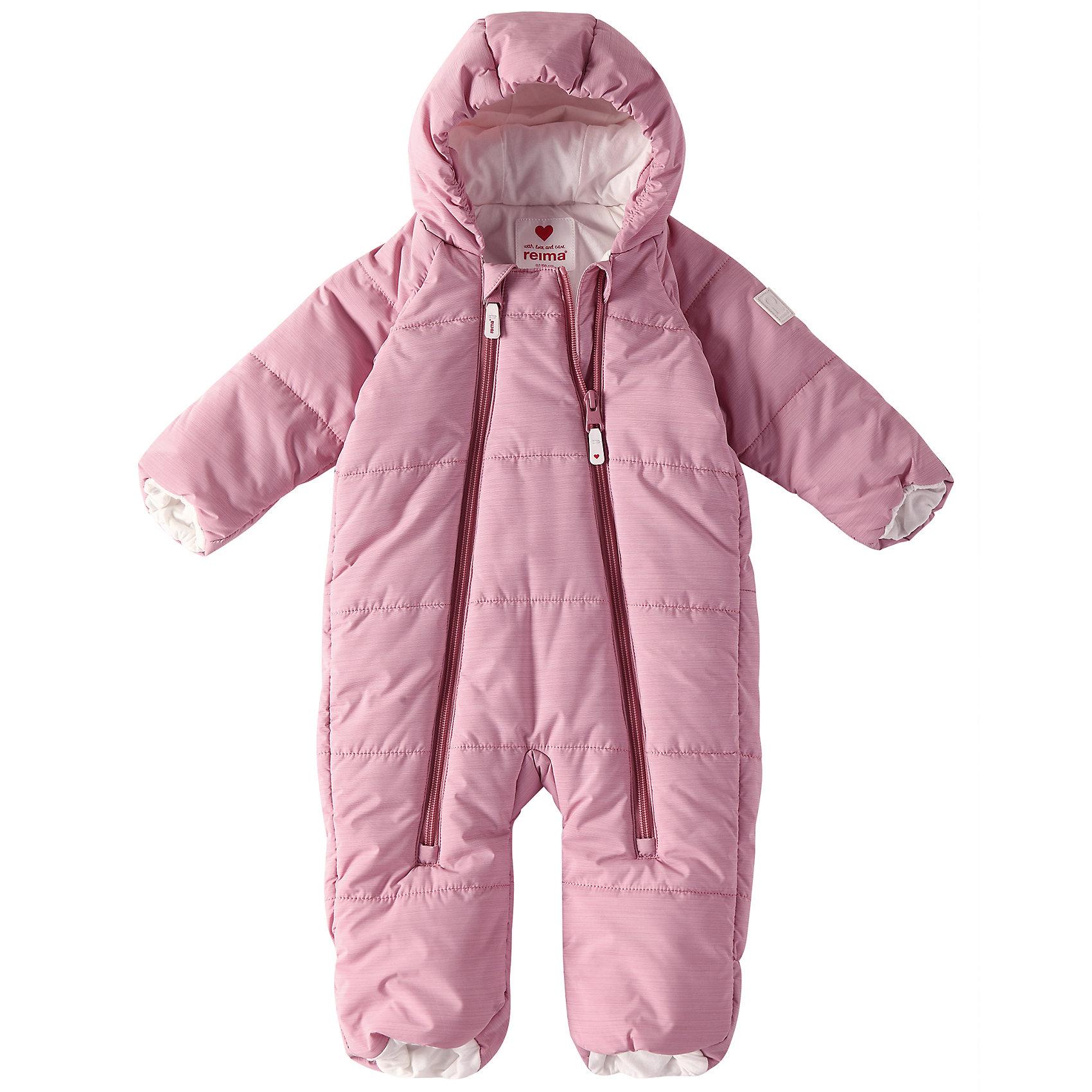 Комбинезон Lumikko ReimaВерхняя одежда<br>Симпатичный и невероятно теплый комбинезон для самых маленьких! Этот комбинезон для новорожденных сшит из водо- и ветронепроницаемого материала и подбит мягкой подкладкой из джерси. Он снабжен подворачивающимися манжетами на рукавах и концах брючин, а также несъемным капюшоном – так что в аксессуарах нет нужды.<br>Состав:<br>100% Полиэстер<br><br>Ширина мм: 356<br>Глубина мм: 10<br>Высота мм: 245<br>Вес г: 519<br>Цвет: розовый<br>Возраст от месяцев: 0<br>Возраст до месяцев: 1<br>Пол: Унисекс<br>Возраст: Детский<br>Размер: 50/56,74/80,62/68<br>SKU: 6968353