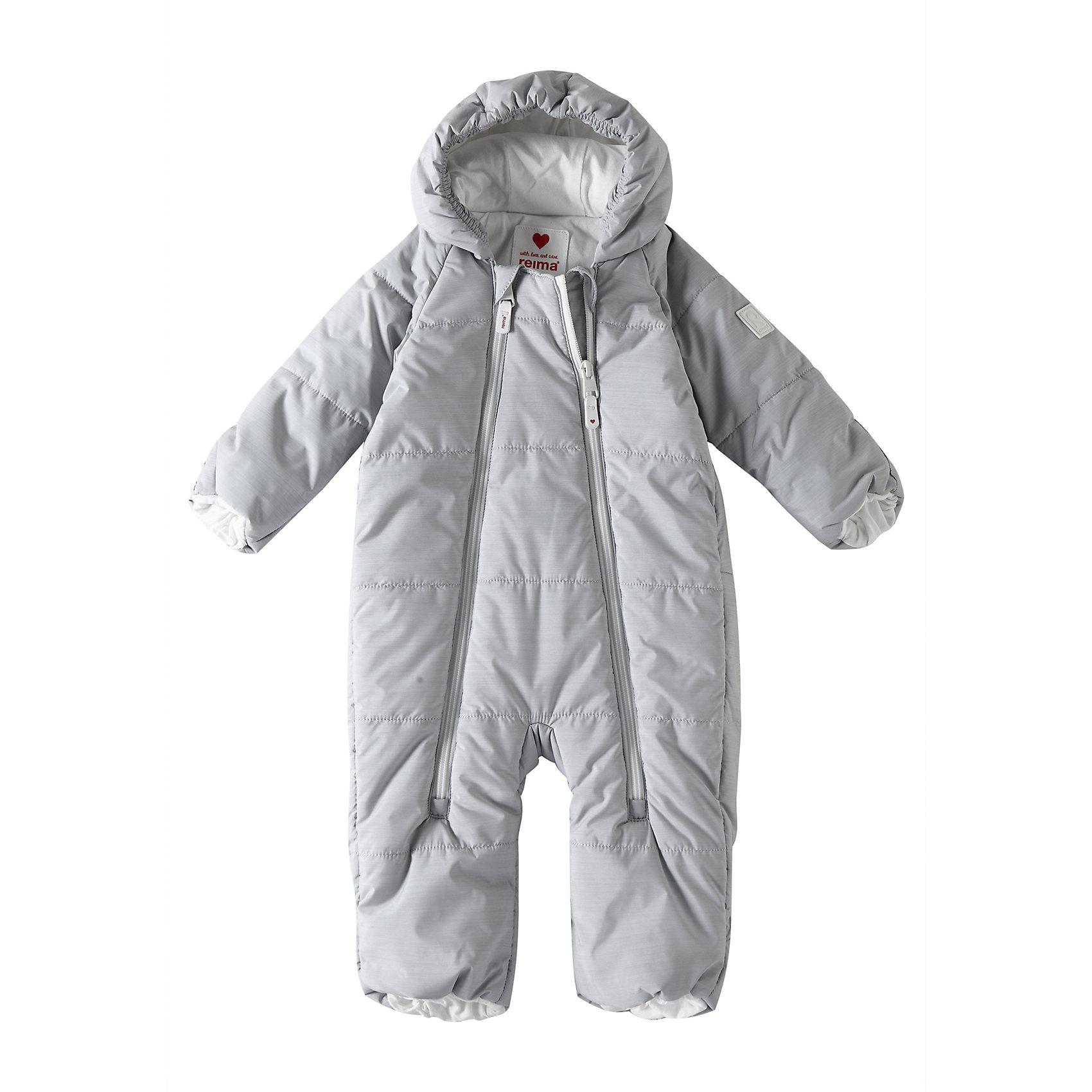 Комбинезон Lumikko ReimaВерхняя одежда<br>Симпатичный и невероятно теплый комбинезон для самых маленьких! Этот комбинезон для новорожденных сшит из водо- и ветронепроницаемого материала и подбит мягкой подкладкой из джерси. Он снабжен подворачивающимися манжетами на рукавах и концах брючин, а также несъемным капюшоном – так что в аксессуарах нет нужды.<br>Состав:<br>100% Полиэстер<br><br>Ширина мм: 356<br>Глубина мм: 10<br>Высота мм: 245<br>Вес г: 519<br>Цвет: серый<br>Возраст от месяцев: 0<br>Возраст до месяцев: 1<br>Пол: Унисекс<br>Возраст: Детский<br>Размер: 50/56,74/80,62/68<br>SKU: 6968361