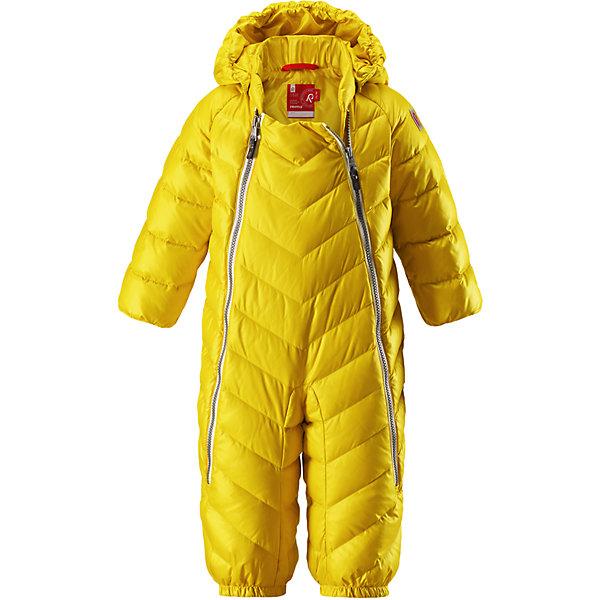 Комбинезон Reima UnetusВерхняя одежда<br>Характеристики товара:<br><br>• цвет: желтый;<br>• состав: 100% полиэстер;<br>• подкладка: 100% полиэстер;<br>• утеплитель: 60% пух, 40% перо (60 г/м2);<br>• сезон: зима;<br>• температурный режим: от +10 до -5С;<br>• водо- и ветронепроницаемый, дышащий и грязеотталкивающий материал;<br>• застежка: две молнии;<br>• гладкая подкладка из полиэстера;<br>• эластичная талия и манжеты;<br>• съемные эластичные штрипки во всех размерах;<br>• светоотражающие детали;<br>• страна бренда: Финляндия;<br>• страна изготовитель: Китай.<br><br>Однотонная модель на легком пуху для поздней осени и первых зимних дней! Этот пуховый комбинезон для малышей просто идеален и для прогулок по городу, и для уютных поездок в коляске. Он украшен красивой строчкой, а благодаря двум молниям во всю длину его легко надевать. Комбинезон изготовлен из ветронепроницаемого, дышащего материала с верхним водо и грязеотталкивающим слоем – он не пропустит ветер, и малышу в нем будет очень комфортно. Съемный капюшон защищает голову от холодного осеннего ветра.<br><br>Комбинезон Reima Unetus от финского бренда Reima (Рейма) можно купить в нашем интернет-магазине.<br><br>Ширина мм: 356<br>Глубина мм: 10<br>Высота мм: 245<br>Вес г: 519<br>Цвет: желтый<br>Возраст от месяцев: 3<br>Возраст до месяцев: 6<br>Пол: Унисекс<br>Возраст: Детский<br>Размер: 62/68,86/92,74/80<br>SKU: 6968365