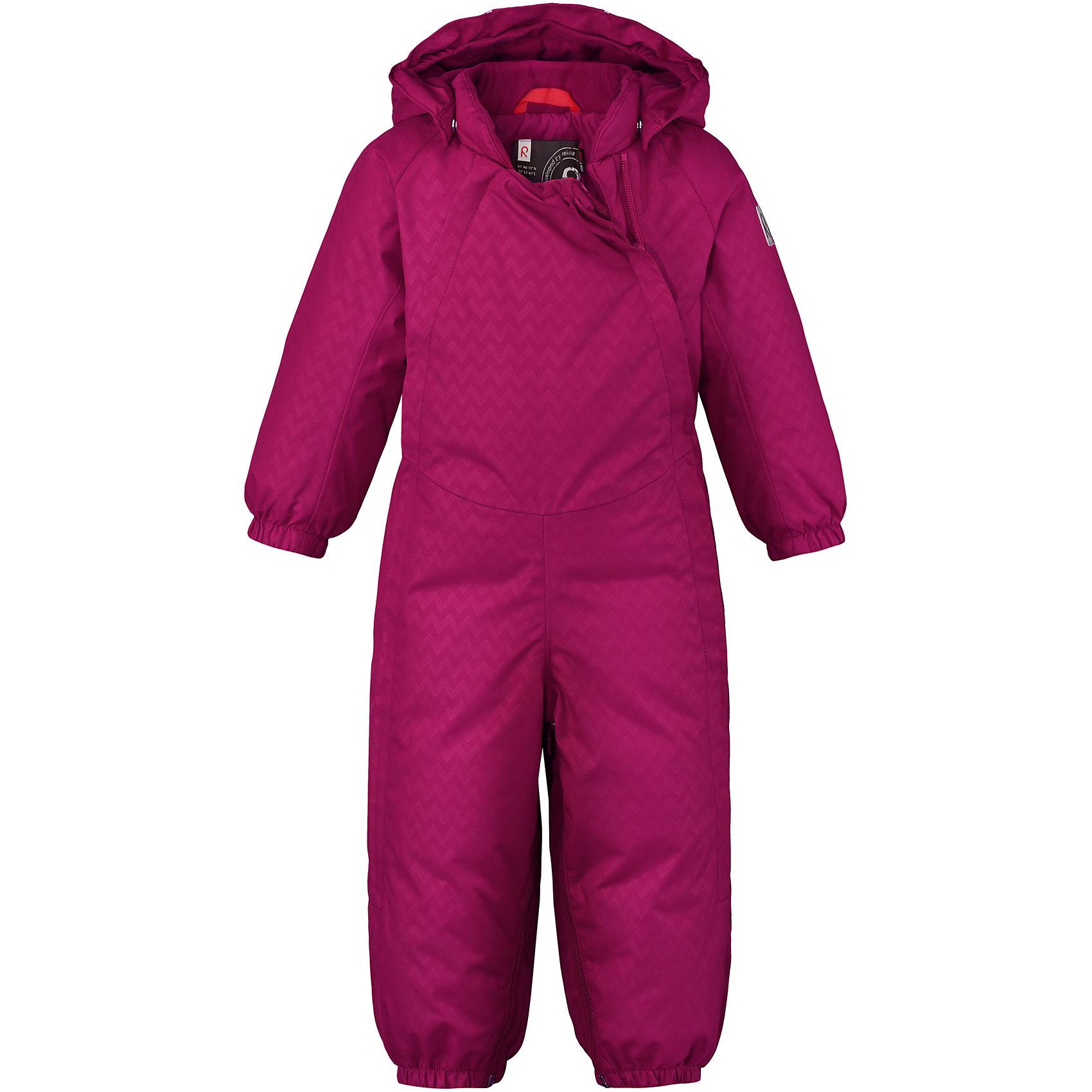 Комбинезон Pouch Reimatec®+ ReimaВерхняя одежда<br>Невероятно теплый и практичный пуховый комбинезон для малышей с помощью молнии в одно мгновение превращается в конверт! Этот зимний комбинезон для малышей изготовлен из наших лучших материалов: Качество Reimatec®+ означает абсолютно водо- и ветронепроницаемую, прочную и дышащую одежду –  качество, которое позволяет детям весело играть на свежем воздухе в тепле и сухости. Две длинные молнии спереди облегчают надевание, а регулируемый капюшон при желании можно снять. Съемный капюшон обеспечивает дополнительную безопасность во время игр на улице – благодаря кнопкам он легко отстегнется, если случайно за что-нибудь зацепится. <br>Состав:<br>100% Полиэстер<br><br>Ширина мм: 356<br>Глубина мм: 10<br>Высота мм: 245<br>Вес г: 519<br>Цвет: розовый<br>Возраст от месяцев: 6<br>Возраст до месяцев: 9<br>Пол: Унисекс<br>Возраст: Детский<br>Размер: 74/80,62/68<br>SKU: 6968396