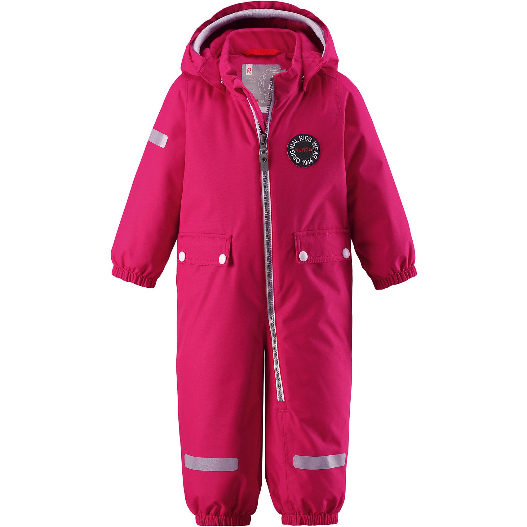 Комбинезон Reimatec® Reima MaahinenВерхняя одежда<br>Характеристики товара:<br><br>• цвет: розовый;<br>• состав: 100% полиэстер;<br>• подкладка: 100% полиэстер;<br>• утеплитель: 160 г/м2;<br>• сезон: зима;<br>• температурный режим: от 0 до -20С;<br>• водонепроницаемость: 8000 мм;<br>• воздухопроницаемость: 10000 мм;<br>• износостойкость: 30000 циклов (тест Мартиндейла);<br>• водо- и ветронепроницаемый, дышащий и грязеотталкивающий материал;<br>• основные швы проклеены и водонепроницаемы;<br>• застежка: молния с защитой подбородка;<br>• гладкая подкладка из полиэстера;<br>• безопасный, съемный капюшон;<br>• мягкая резинка на кромке капюшона;<br>• эластичные манжеты;<br>• внутренняя регулировка обхвата талии;<br>• эластичные штанины;<br>• прочные, съемные силиконовые штрипки;<br>• два кармана с кнопками;<br>• светоотражающие детали;<br>• страна бренда: Финляндия;<br>• страна изготовитель: Китай.<br><br>В зимний вариант этой популярной модели мы добавили еще больше утеплителя. Самые важные швы в этом зимнем комбинезоне проклеены и водонепроницаемы, а сам он изготовлен из ветронепроницаемого, дышащего материала с водо и грязеотталкивающей поверхностью. У этой модели прямой покрой с регулируемой талией, так что при желании силуэт можно сделать более приталенным. <br><br>Съемный капюшон не только защищает от пронизывающего ветра, но еще и безопасен во время игр на свежем воздухе. Кнопки легко отстегиваются, если капюшон случайно за что-нибудь зацепится. Мягкая резинка по краю регулируемого капюшона, а также большие карманы с клапанами и светоотражающие детали придают образу изюминку. Благодаря силиконовым штрипкам, концы брючин не будут задираться.<br><br>Комбинезон-трансформер Reimatec®+ Reima Pouch от финского бренда Reima (Рейма) можно купить в нашем интернет-магазине.<br><br>Ширина мм: 356<br>Глубина мм: 10<br>Высота мм: 245<br>Вес г: 519<br>Цвет: розовый<br>Возраст от месяцев: 24<br>Возраст до месяцев: 36<br>Пол: Унисекс<br>Возраст: Детский<br>Размер: 98,80,86,92<br>