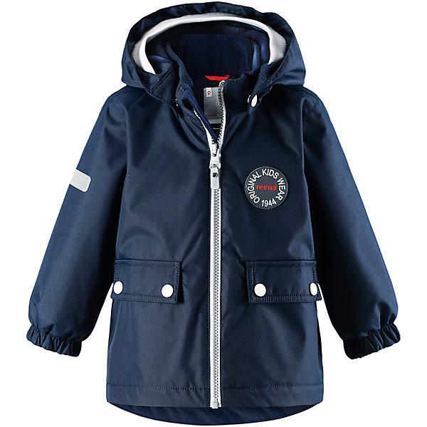 Куртка Reimatec® Reima Quilt для мальчикаОдежда<br>Характеристики товара:<br><br>• цвет: синий;<br>• состав: 100% полиэстер;<br>• подкладка: 100% полиэстер;<br>• утеплитель: 80 г/м2;<br>• сезон: демисезон, зима;<br>• температурный режим: от +5 до -15С;<br>• водонепроницаемость: 8000 мм;<br>• воздухопроницаемость: 10000 мм;<br>• износостойкость: 30000 циклов (тест Мартиндейла);<br>• водо- и ветронепроницаемый, дышащий и грязеотталкивающий материал;<br>• основные швы проклеены и водонепроницаемы;<br>• застежка: молния с защитой подбородка;<br>• гладкая подкладка из полиэстера;<br>• безопасный, съемный капюшон;<br>• мягкая резинка на кромке капюшона;<br>• эластичные манжеты;<br>• два кармана с кнопками;<br>• светоотражающие детали;<br>• страна бренда: Финляндия;<br>• страна изготовитель: Китай.<br><br>Самые важные швы в этой зимней куртке проклеены и водонепроницаемы, а сама она изготовлена из ветронепроницаемого, дышащего материала с водо и грязеотталкивающей поверхностью. Гладкая подкладка из полиэстера поможет быстро одеться. <br><br>Съемный капюшон не только защищает от пронизывающего ветра, но еще и безопасен во время игр на свежем воздухе. Кнопки легко отстегиваются, если капюшон случайно за что-нибудь зацепится. Мягкая резинка по краю регулируемого капюшона, а также большие карманы с клапанами и светоотражающие детали придают образу изюминку. <br><br>Куртку Reimatec® Reima Quilt от финского бренда Reima (Рейма) можно купить в нашем интернет-магазине.<br>Ширина мм: 356; Глубина мм: 10; Высота мм: 245; Вес г: 519; Цвет: синий; Возраст от месяцев: 24; Возраст до месяцев: 36; Пол: Мужской; Возраст: Детский; Размер: 98,80,86,92; SKU: 6968422;