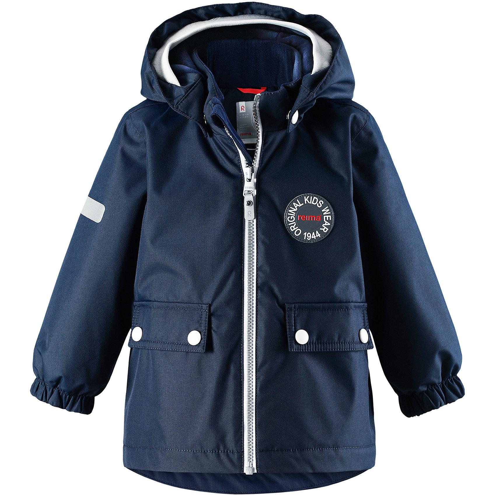 Куртка Quilt Reimatec® ReimaВерхняя одежда<br>Фасон этой очень популярной утепленной и непромокаемой куртки для малышей навеян мотивами дизайна Reima® 70-х. Самые важные швы в этой демисезонной куртке проклеены и водонепроницаемы, а сама она изготовлена из ветронепроницаемого, дышащего материала с водо- и грязеотталкивающей поверхностью. Гладкая подкладка из полиэстера поможет быстро одеться. Съемный капюшон не только защищает от пронизывающего ветра, но еще и безопасен во время игр на свежем воздухе. Кнопки легко отстегиваются, если капюшон случайно за что-нибудь зацепится. Мягкая резинка по краю регулируемого капюшона, а также большие карманы с клапанами и светоотражающие детали придают образу изюминку. Дополните ретро-образ симпатичными аксессуарами!<br>Состав:<br>100% Полиэстер<br><br>Ширина мм: 356<br>Глубина мм: 10<br>Высота мм: 245<br>Вес г: 519<br>Цвет: синий<br>Возраст от месяцев: 24<br>Возраст до месяцев: 36<br>Пол: Унисекс<br>Возраст: Детский<br>Размер: 98,80,86,92<br>SKU: 6968422