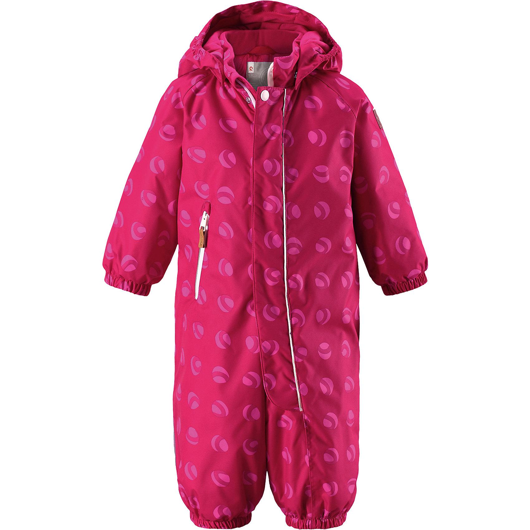 Комбинезон Reimatec® Reima PuhuriВерхняя одежда<br>Характеристики товара:<br><br>• цвет: розовый принт<br>• состав: 100% полиэстер<br>• утеплитель: 160 г/м2 (soft loft insulation)<br>• сезон: зима<br>• температурный режим: от 0 до -20С<br>• водонепроницаемость: 8000 мм<br>• воздухопроницаемость: 10000 мм<br>• износостойкость: 30000 циклов (тест Мартиндейла)<br>• особенности модели: с рисунком<br>• основные швы проклеены и не пропускают влагу<br>• водо- и ветронепроницаемый, дышащий и грязеотталкивающий материал<br>• утепленная задняя часть изделия<br>• гладкая подкладка из полиэстера<br>• безопасный, съемный капюшон<br>• защита подбородка от защемления<br>• эластичные манжеты и штанины<br>• внутренняя регулировка обхвата талии<br>• съемные эластичные штрипки <br>• длинная молния для легкого надевания<br>• карман на молнии<br>• светоотражающие детали<br>• страна бренда: Финляндия<br>• страна изготовитель: Китай<br><br>Зимний комбинезон на молнии для малышей! Основные швы комбинезона проклеены, а сам он изготовлен из водо и ветронепроницаемого, грязеотталкивающего материала. Утепленная задняя часть обеспечит дополнительное утепление во время игр в снегу.<br><br>Гладкая подкладка и длинная молния облегчают надевание, а талия в комбинезоне регулируется. Маленький карман на молнии надежно сохранит все сокровища. Зимний комбинезон с капюшоном для мальчика декорирован рисунком с мячиками.<br><br>Комбинезон Puhuri Reimatec® Reima от финского бренда Reima (Рейма) можно купить в нашем интернет-магазине<br><br>Ширина мм: 356<br>Глубина мм: 10<br>Высота мм: 245<br>Вес г: 519<br>Цвет: розовый<br>Возраст от месяцев: 24<br>Возраст до месяцев: 36<br>Пол: Унисекс<br>Возраст: Детский<br>Размер: 98,74,80,86,92<br>SKU: 6968507