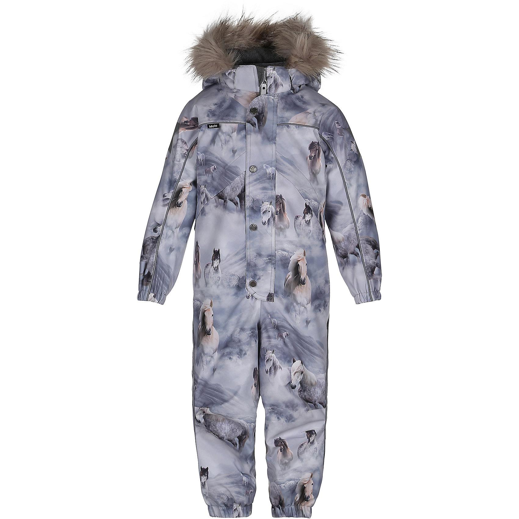 Комбинезон MOLO для девочкиВерхняя одежда<br>Зимний комбинезон Molo <br>• состав: 100% нейлон, 100% полиэстер<br>• температурный режим: 0° до -25° градусов<br>• утеплитель:  ThinsulateTM  прекрасно сохраняющий тепло,  позволяет телу дышать и остается при этом сухим и легким<br>• водонепроницаемость: 10 000 мм<br>• отвод влаги: 8 000 г/м2/24ч<br>• основные швы проклеены<br>• съёмный капюшон<br>• удобные молнии<br>• «дышащий» материал<br>• ветро- водо- и грязеотталкивающий материал<br>• ветрозащитная планка<br>• комфортная посадка<br>• прочные съёмные силиконовые штрипки<br>• страна производства: Китай<br>• страна бренда: Дания <br> Фантастический и причудливый датский бренд Molo это самый актуальный и стильный дизайн в детской одежде для маленьких модников.<br><br>Ширина мм: 215<br>Глубина мм: 88<br>Высота мм: 191<br>Вес г: 336<br>Цвет: белый<br>Возраст от месяцев: 84<br>Возраст до месяцев: 96<br>Пол: Женский<br>Возраст: Детский<br>Размер: 128,104,110,116,122<br>SKU: 6995069