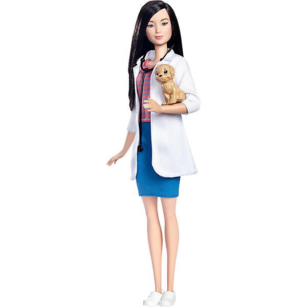 Кукла Barbie из серии «Кем быть?»Бренды кукол<br>Характеристики:<br><br>• возраст: от 3 лет;<br>• материал: пластмасса, текстиль;<br>• в наборе: кукла, одежда, стетоскоп, щенок;<br>• высота куклы: 29 см;<br>• вес упаковки: 165 гр.;<br>• размер упаковки: 33х12х6 см;<br>• страна бренда: США.<br><br>Кукла Barbie осваивает разные профессии. На этот раз она решила стать ветеринаром, оделась в профессиональную одежду и, конечно, не забыла пройти обучение, чтобы стать первоклассным специалистом. В комплекте соответствующий работе аксессуар.<br><br>Волосы куклы можно причесывать и собирать в прически. Ручки, ножки и голова двигаются. Игрушка выполнена из качественных безопасных материалов.<br><br>Кукла Barbie из серии «Кем быть?» можно купить в нашем интернет-магазине.<br>Ширина мм: 334; Глубина мм: 113; Высота мм: 58; Вес г: 182; Возраст от месяцев: 36; Возраст до месяцев: 72; Пол: Женский; Возраст: Детский; SKU: 6996462;