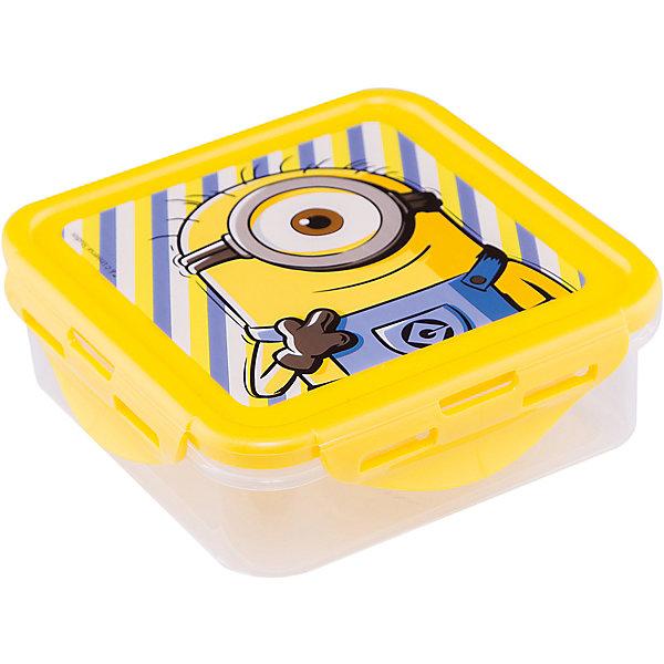 Контейнер пластиковый 500 мл., МиньоныМиньоны<br>Характеристики:<br><br>• возраст: от 3 лет;<br>• объем: 500 мл;<br>• дополнительные опции: с крышкой;<br>• материал: пищевой пластик;<br>• размер контейнера: 12,3х12,3х6,7 см;<br>• вес: 88 г.<br>   <br>Контейнер с крышкой предназначен для хранения пищевых продуктов. <br><br>Красочный контейнер с изображением любимых детских героев подойдет для школьных обедов. Компактная форма легко помещается в рюкзак. Крышка герметично закрывает контейнер и препятствует проникновению посторонних запахов. <br><br>Можно использовать с любыми видами пищевых продуктов.<br><br>Контейнер пластиковый 500 мл., Миньоны, Stor можно приобрести в нашем интернет-магазине.<br>Ширина мм: 123; Глубина мм: 67; Высота мм: 123; Вес г: 88; Возраст от месяцев: 36; Возраст до месяцев: 2147483647; Пол: Унисекс; Возраст: Детский; SKU: 7010331;