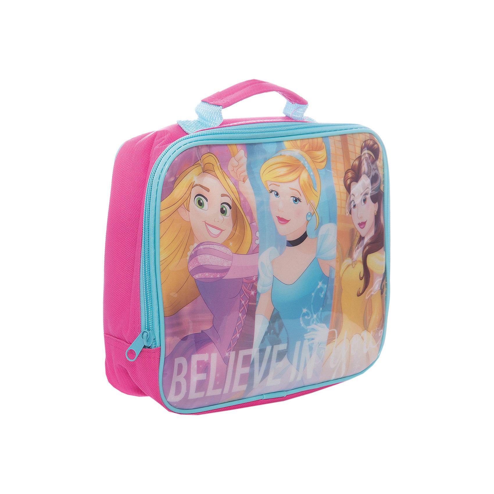 Сумка для контейнера изолированная, Принцессы DisneyПосуда для малышей<br>Характеристики:<br><br>• возраст: от 3 лет;<br>• объем: 500 мл;<br>• дополнительные опции: замок-молния;<br>• материал: текстиль;<br>• размер: 25х20х7,3 см;<br>• вес: 17 г.<br>   <br>Сумка предназначена для удобного хранения и переноски ланч-боксов. <br><br>Красочная текстильная сумка с изображением любимых детских героев подойдет для школьных обедов. Дети легко смогут открыть замок-молнию, чтобы достать контейнер с едой. Сбоку вшита специальная ручка для переноски.<br><br>Ланч-бокс будет плотно упакован и защищен от повреждения. Сумку можно использовать в качестве подставки под контейнер.<br><br>Сумка для контейнера изолированная, Принцессы Disney, Stor можно приобрести в нашем интернет-магазине.<br><br>Ширина мм: 250<br>Глубина мм: 73<br>Высота мм: 200<br>Вес г: 167<br>Возраст от месяцев: 36<br>Возраст до месяцев: 2147483647<br>Пол: Унисекс<br>Возраст: Детский<br>SKU: 7010354