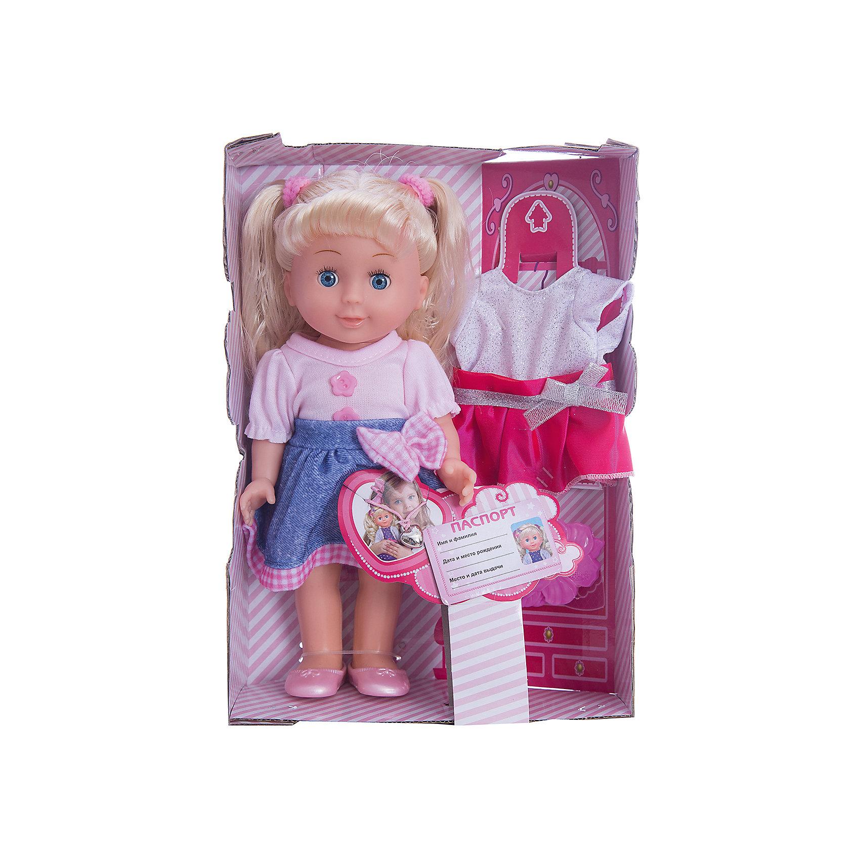 Кукла Карапуз Полина, озвученная с набором одежды, 25 смБренды кукол<br>Кукла Полина высотой 25 см представляет собой реалистично выполненную маленькую девочку с длинными светлыми волосами, одетую в оригинальный наряд. Ей можно менять прическу и расчёсывать волосы с помощью расчёчки, которая входит в комплект. Также в комплекте с куклой идут сменные наряды. Полина закрывает глазки, если ее баюкать, укладывая спать, а также умеет разговаривать - кукла декламирует стих и поет песенку авторства Агнии Барто. Рекомендованно детям от 3-х лет.<br><br>Ширина мм: 270<br>Глубина мм: 80<br>Высота мм: 190<br>Вес г: 380<br>Возраст от месяцев: 36<br>Возраст до месяцев: 60<br>Пол: Женский<br>Возраст: Детский<br>SKU: 7014446