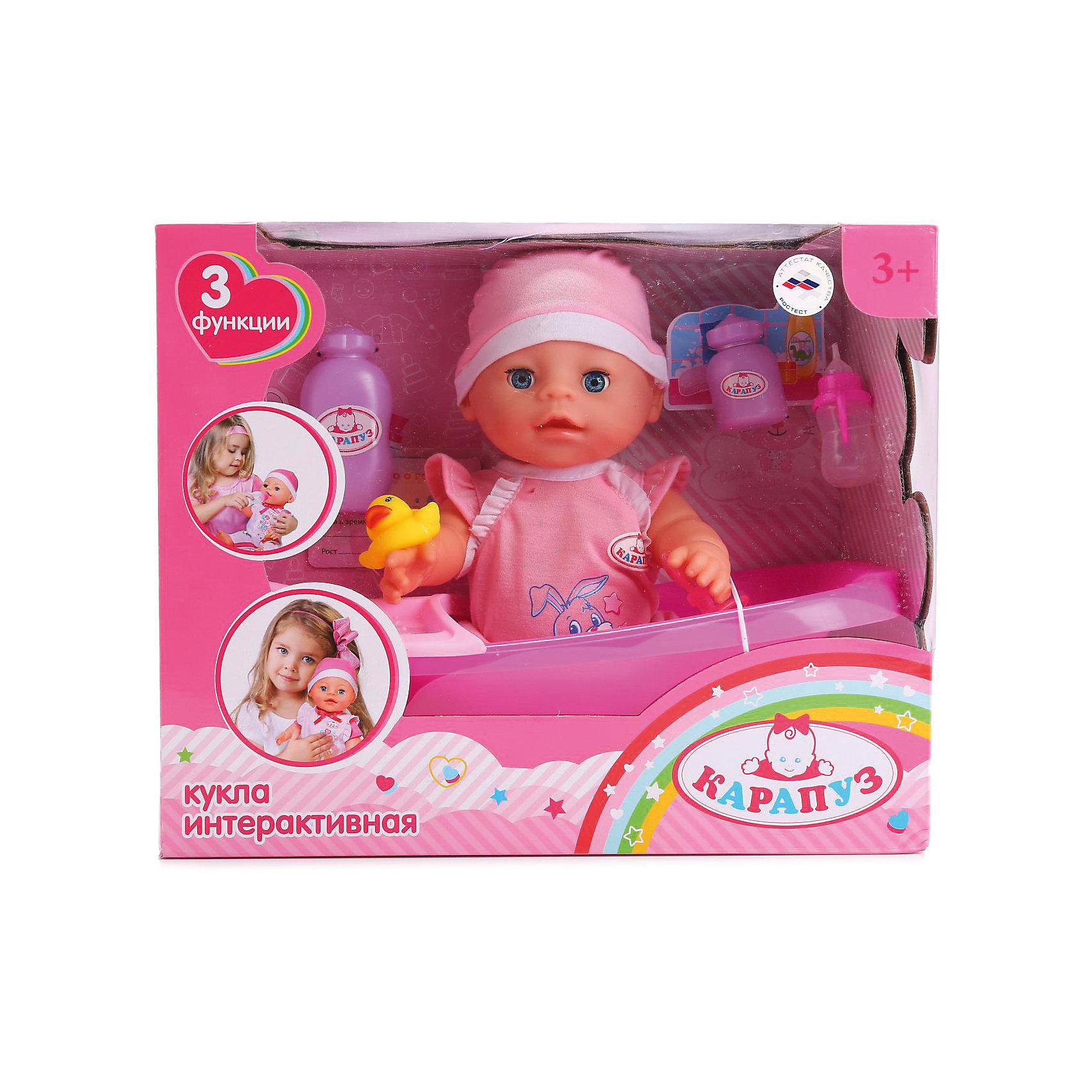 Интерактивный пупс Карапуз с аксессуарами, 30 смИнтерактивные куклы<br>Интерактивный пупс станет прекрасным подарком для малышки. Она имеет 3 функции: пьет из бутылочки, писает в горшочек, закрывает глазки, когда спит. У куклы твердое тело, ножки и ручки двигаются. Кукле можно поменять памперс. В набор с игрушкой входят аксессуары: памперс, соска, бутылочка, ванночка, уточка, свидетельство о рождении, баночки с присыпками. Кукла одета в красивый костюмчик и шапочку. Сделан из прочного высококачественного пластика и текстиля. Размер пупса 30 см. Рекомендовано детям от 3-х лет.<br><br>Ширина мм: 260<br>Глубина мм: 190<br>Высота мм: 320<br>Вес г: 1050<br>Возраст от месяцев: 36<br>Возраст до месяцев: 60<br>Пол: Женский<br>Возраст: Детский<br>SKU: 7014451