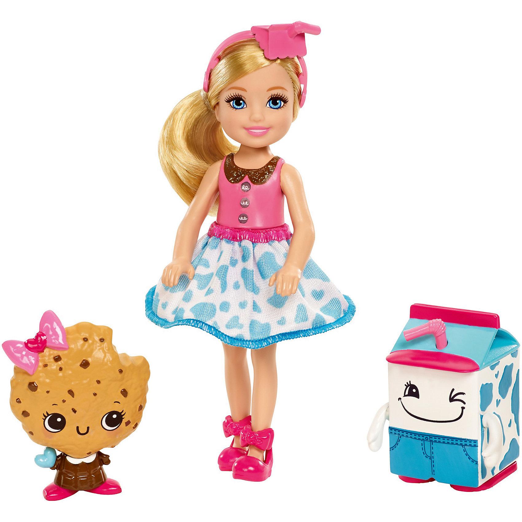 Кукла Barbie Челси и сладостиКуклы-модели<br>Характеристики товара:<br><br>• возраст: от 3 лет<br>• материал: пластик;<br>• высота куклы: 11-13 см;<br>• размер упаковки: 16X16X6 см;<br>• страна бренда: США<br>• страна изготовоитель: Китай<br><br>Очаровательная кукла Chelsea™ из королевства Сладкоград Barbie™ Dreamtopia еще милее, когда рядом друзья из страны сладостей. Кукла Chelsea™ с друзьями молоком и?печеньем носит на голове повязку, стилизованную под коробку молока, а?воротничок ее наряда похож на шоколадку. <br><br>Куклу Barbie Челси и сладости можно купить в нашем интернет-магазине.<br><br>Ширина мм: 160<br>Глубина мм: 45<br>Высота мм: 165<br>Вес г: 192<br>Возраст от месяцев: 36<br>Возраст до месяцев: 2147483647<br>Пол: Женский<br>Возраст: Детский<br>SKU: 7014661
