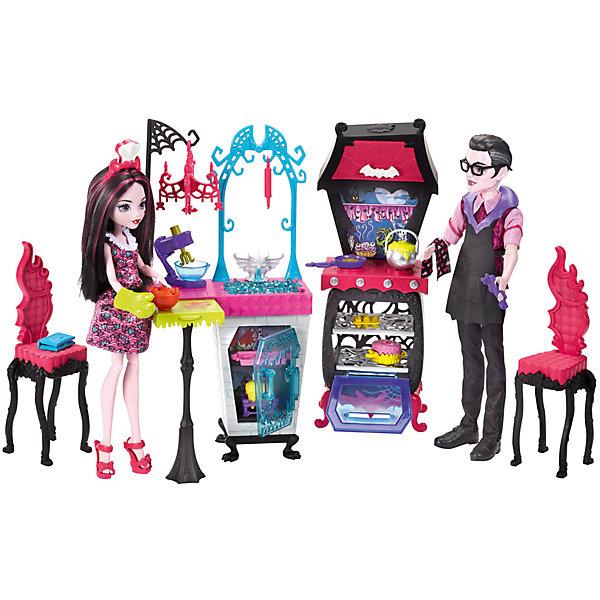 Игровой набор Monster High Семья Дракулауры из серии Семья МонстриковКуклы<br>Характеристики товара:<br><br>• возраст: от 6 лет<br>• материал: пластик;<br>• высота кукол: 28-30 см<br>• аксессуары в комплекте<br>• размер упаковки: 32,5X35X6 см<br>• страна бренда: США<br><br>Дракулаура™ и ее отец Дракула готовятся к пиршеству. Для приготовления различных блюд у них есть холодильник, плита с духовкой и?множество аксессуаров! <br><br>Сковородка и?горшок побулькивают на огне. В духовке можно испечь сладости для десерта: большой торт, маффины или розовый противень вкусняшек. <br><br>На ручке висит полотенце, украшенное летучими мышами. На кухне есть раковина, а под ней — мини-холодильник. Рядом рабочая поверхность, которую можно превратить в?стол.<br><br>Игровой набор Monster High Семья Дракулауры из серии Семья Монстриков можно купить в нашем интернет-магазине.<br>Ширина мм: 325; Глубина мм: 100; Высота мм: 485; Вес г: 900; Возраст от месяцев: 72; Возраст до месяцев: 2147483647; Пол: Женский; Возраст: Детский; SKU: 7014674;