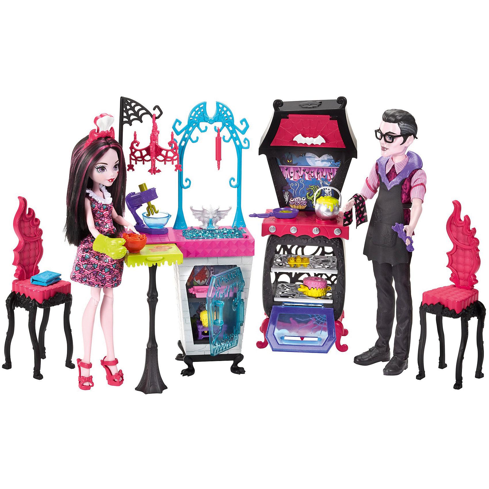 Игровой набор Monster High Семья Дракулауры из серии Семья МонстриковНаборы кукол<br>Характеристики товара:<br><br>• возраст: от 6 лет<br>• материал: пластик;<br>• высота кукол: 28-30 см<br>• аксессуары в комплекте<br>• размер упаковки: 32,5X35X6 см<br>• страна бренда: США<br><br>Дракулаура™ и ее отец Дракула готовятся к пиршеству. Для приготовления различных блюд у них есть холодильник, плита с духовкой и?множество аксессуаров! <br><br>Сковородка и?горшок побулькивают на огне. В духовке можно испечь сладости для десерта: большой торт, маффины или розовый противень вкусняшек. <br><br>На ручке висит полотенце, украшенное летучими мышами. На кухне есть раковина, а под ней — мини-холодильник. Рядом рабочая поверхность, которую можно превратить в?стол.<br><br>Игровой набор Monster High Семья Дракулауры из серии Семья Монстриков можно купить в нашем интернет-магазине.<br><br>Ширина мм: 325<br>Глубина мм: 100<br>Высота мм: 485<br>Вес г: 900<br>Возраст от месяцев: 72<br>Возраст до месяцев: 2147483647<br>Пол: Женский<br>Возраст: Детский<br>SKU: 7014674