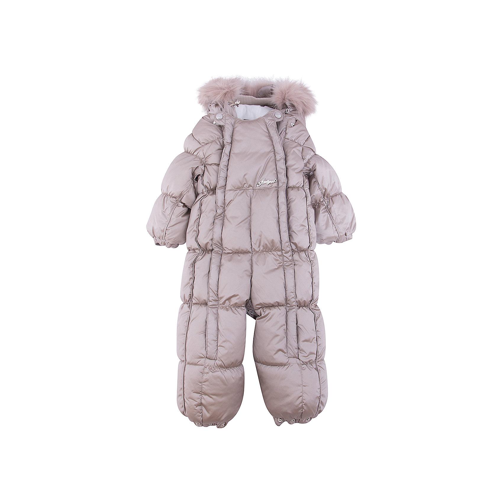 Комбинезон-трансформер Жемчуг OLDOSВерхняя одежда<br>Характеристики товара:<br><br>• цвет: белый<br>• состав ткани: 100% полиэстер, пропитка PU, Teflon<br>• подкладка: хлопок<br>• утеплитель: искусственный лебяжий пух<br>• сезон: зима<br>• температурный режим: от -35 до 0<br>• застежка: молния<br>• капюшон: с мехом, несъемный<br>• пинетки, варежки, опушка отстегиваются<br>• трансформируется в конверт<br>• страна бренда: Россия<br>• страна изготовитель: Россия<br><br>Симпатичный комбинезон-трансформер легко трансформируется в конверт. Верх этого детского комбинезона - с пропиткой от грязи и влаги. Мягкая подкладка детского комбинезона-трансформера для зимы приятна на ощупь. Удобный комбинезон-трансформер для ребенка дополнен съемными пинетками и варежками. <br><br>Комбинезон-трансформер Жемчуг Oldos (Олдос) для девочки можно купить в нашем интернет-магазине.<br><br>Ширина мм: 356<br>Глубина мм: 10<br>Высота мм: 245<br>Вес г: 519<br>Цвет: белый<br>Возраст от месяцев: 3<br>Возраст до месяцев: 6<br>Пол: Унисекс<br>Возраст: Детский<br>Размер: 68,86,80,74<br>SKU: 7016643