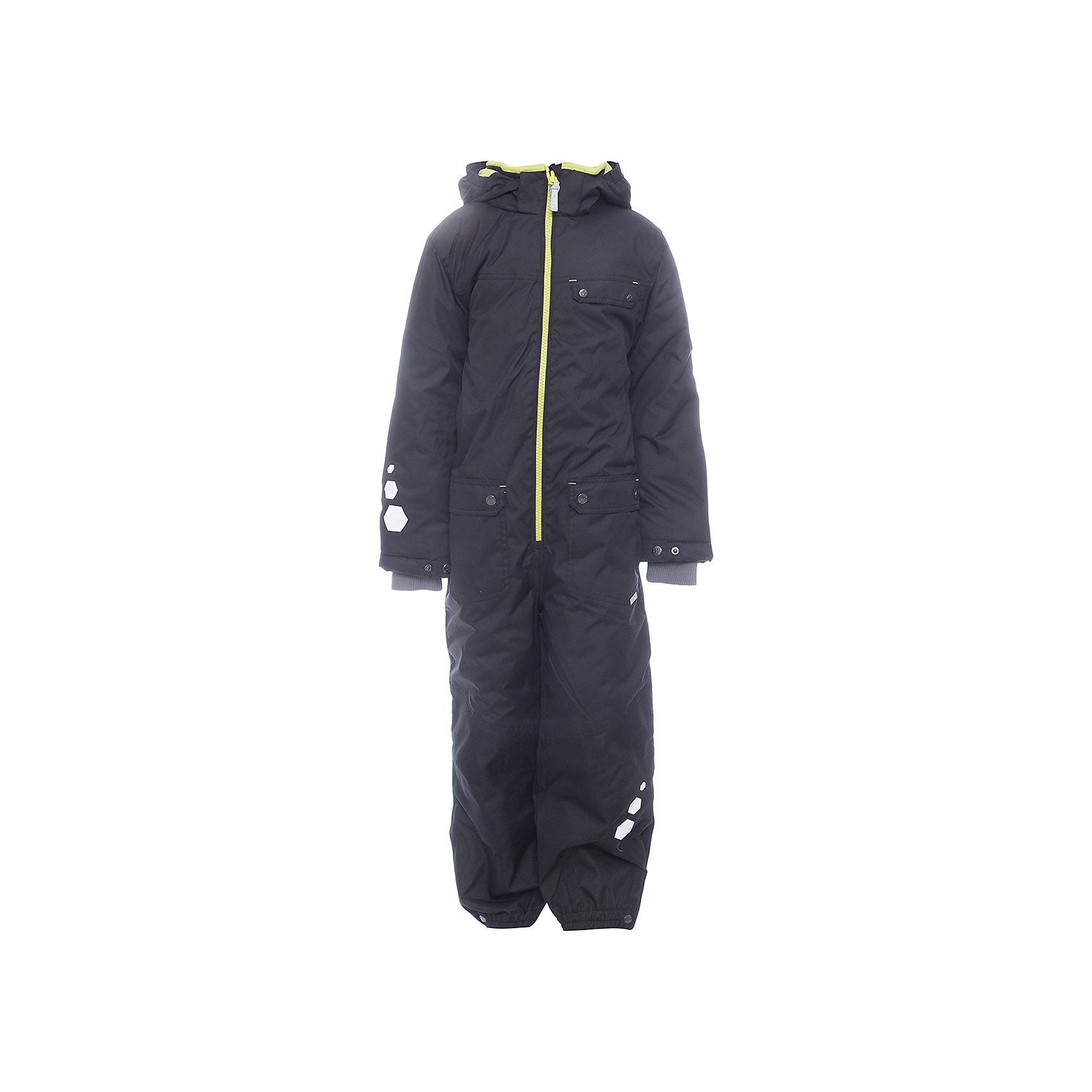 Комбинезон BLAZE HuppaВерхняя одежда<br>Характеристики товара:<br><br>• модель: Blaze;<br>• цвет: черный;<br>• пол: мальчик ;<br>• состав: 100% полиэстер;<br>• утеплитель: полиэстер, 300 гр.;<br>• подкладка: тафта;<br>• сезон: зима;<br>• температурный режим: от -5 до - 30С;<br>• водонепроницаемость: 10000 мм  ;<br>• воздухопроницаемость: 10000 г/м2/24ч;<br>• водо- и ветронепроницаемый, дышащий и грязеотталкивающий материал;<br>• особенности модели: c рисунком;<br>• капюшон для большего удобства крепится на кнопки и, при необходимости, отстегивается<br>• cидельный шов, внутренние и боковые швы проклеены и не пропускают влагу;<br>•  cиденье и нижний край брючины выполнены из очень прочной ткани Cordura;<br>• светоотражающих элементов для безопасности ребенка ;<br>• внутренний кармашек застегиваются на молнию;<br>• рукава регулируются по ширине, внутри есть дополнительный трикотажный манжет; <br>• манжеты брюк на резинках, с кнопками для изменения ширины<br>• съемные силиконовые штрипки;<br>• внутренняя регулировка обхвата талии;<br>• страна бренда: Финляндия;<br>• страна изготовитель: Эстония.<br><br>Зимний комбинезон Blaze для мальчика бренда HUPPA для детей ростом от 92 до 140 см. Влагонепроницаемый и дышащий материал с утеплителем 300 грамм подойдет на температуру от -5 до -30 градусов. Подкладка — тафта. Нижняя часть комбинезона выполнена из материала повышенной прочности Cordura. Для удобства надевания высокой обуви, низ штанин регулируется кнопкой. <br><br>Функциональные элементы: капюшон отстегивается с помощью кнопок, карманы на кнопках,внутрений кармашек на молнии, трикотажные манжеты,манжеты регулируются с помощью кнопки, утяжка на талии, подол штанин регулируется кнопкой, все швы проклеены, съемные силиконовые штрипки, светоотражающие элементы, вставки из материала повышенной прочности.<br><br>Зимний комбинезон Blaze для мальчика бренда HUPPA  можно купить в нашем интернет-магазине.<br><br>Ширина мм: 356<br>Глубина мм: 10<br>Высота мм: 245<br>Вес г: 519<br>