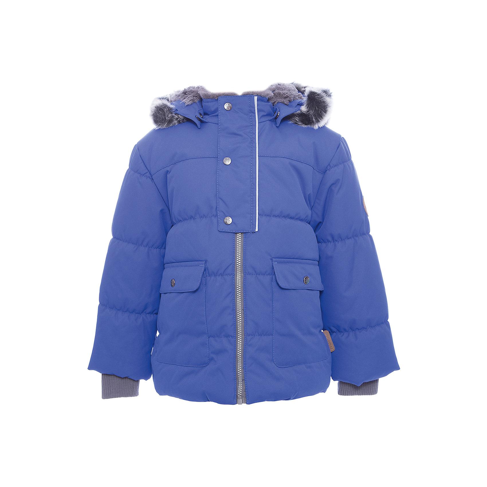 Куртка OLIVER Huppa для мальчикаВерхняя одежда<br>Характеристики товара:<br><br>• модель: Oliver;<br>• цвет: синий;<br>• пол: мальчик;<br>• состав: 100% полиэстер;<br>• утеплитель: полиэстер,300 гр.;<br>• подкладка: Teddy Fur, тафта,полиэстер;<br>• сезон: зима;<br>• температурный режим: от -5 до - 30С;<br>• водонепроницаемость: 10000 мм;<br>• воздухопроницаемость: 10000 г/м2/24ч;<br>• особенности модели: с мехом на капюшоне;<br>• защита подбородка от защемления;<br>• мягкая меховая подкладка;<br>• капюшон крепится на кнопки и, при необходимости, отстегивается;<br>• искусственный мех на капюшоне съемный;<br>• спереди расположены два накладныхкармана, с клапанами на кнопках;<br>• светоотражающие элементы для безопасности ребенка;<br>•  трикотажные манжеты; <br>• страна бренда: Финляндия;<br>• страна изготовитель: Эстония.<br><br>Куртка Oliver  для мальчика изготовлена из водо и ветронепроницаемого, грязеотталкивающего материала. В куртке Oliver  300 грамм утеплителя, которые обеспечат тепло и комфорт ребенку при температуре от -5 до -30 градусов.Подкладка —Teddy Fur,тафта.<br><br>Куртка с капюшоном застегивается на застежку-молнию и кнопки. Капюшон отстегивается с помощью кнопок, мех отстегивается. Рукава с трикотажными манжетами. У модели имеются два накладных кармана с клапанами на кнопках. Изделие дополнено светоотражающими элементами.<br><br>Куртку Oliver для мальчика бренда HUPPA  можно купить в нашем интернет-магазине.<br><br>Ширина мм: 356<br>Глубина мм: 10<br>Высота мм: 245<br>Вес г: 519<br>Цвет: синий<br>Возраст от месяцев: 72<br>Возраст до месяцев: 84<br>Пол: Мужской<br>Возраст: Детский<br>Размер: 122,74,80,86,92,98,104,110,116<br>SKU: 7024882