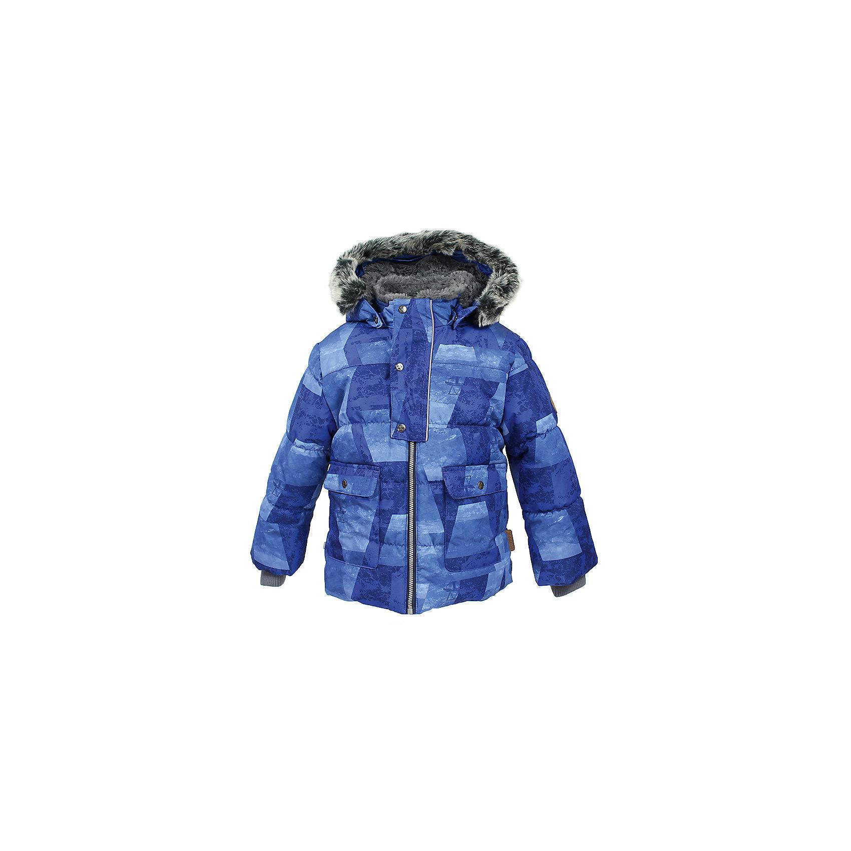 Куртка OLIVER Huppa для мальчикаЗимние куртки<br>Характеристики товара:<br><br>• модель: Oliver;<br>• цвет: синий;<br>• пол: мальчик;<br>• состав: 100% полиэстер;<br>• утеплитель: полиэстер,300 гр.;<br>• подкладка: Teddy Fur, тафта,полиэстер;<br>• сезон: зима;<br>• температурный режим: от -5 до - 30С;<br>• водонепроницаемость: 10000 мм;<br>• воздухопроницаемость: 10000 г/м2/24ч;<br>• особенности модели: с рисунком,с мехом на капюшоне;<br>• защита подбородка от защемления;<br>• мягкая меховая подкладка;<br>• капюшон крепится на кнопки и, при необходимости, отстегивается;<br>• искусственный мех на капюшоне съемный;<br>• спереди расположены два накладныхкармана, с клапанами на кнопках;<br>• светоотражающие элементы для безопасности ребенка;<br>•  трикотажные манжеты; <br>• страна бренда: Финляндия;<br>• страна изготовитель: Эстония.<br><br>Куртка Oliver  для мальчика изготовлена из водо и ветронепроницаемого, грязеотталкивающего материала. В зимней куртке Oliver  300 грамм утеплителя, которые обеспечат тепло и комфорт ребенку при температуре от -5 до -30 градусов.Подкладка —Teddy Fur,тафта.<br><br>Куртка с капюшоном застегивается на застежку-молнию и кнопки. Капюшон отстегивается с помощью кнопок, мех отстегивается. Рукава с трикотажными манжетами. У модели имеются два накладных кармана с клапанами на кнопках. Изделие дополнено светоотражающими элементами.<br><br>Куртку Oliver для мальчика бренда HUPPA  можно купить в нашем интернет-магазине.<br><br>Ширина мм: 356<br>Глубина мм: 10<br>Высота мм: 245<br>Вес г: 519<br>Цвет: синий<br>Возраст от месяцев: 72<br>Возраст до месяцев: 84<br>Пол: Мужской<br>Возраст: Детский<br>Размер: 122,74,80,86,92,98,104,110,116<br>SKU: 7024912
