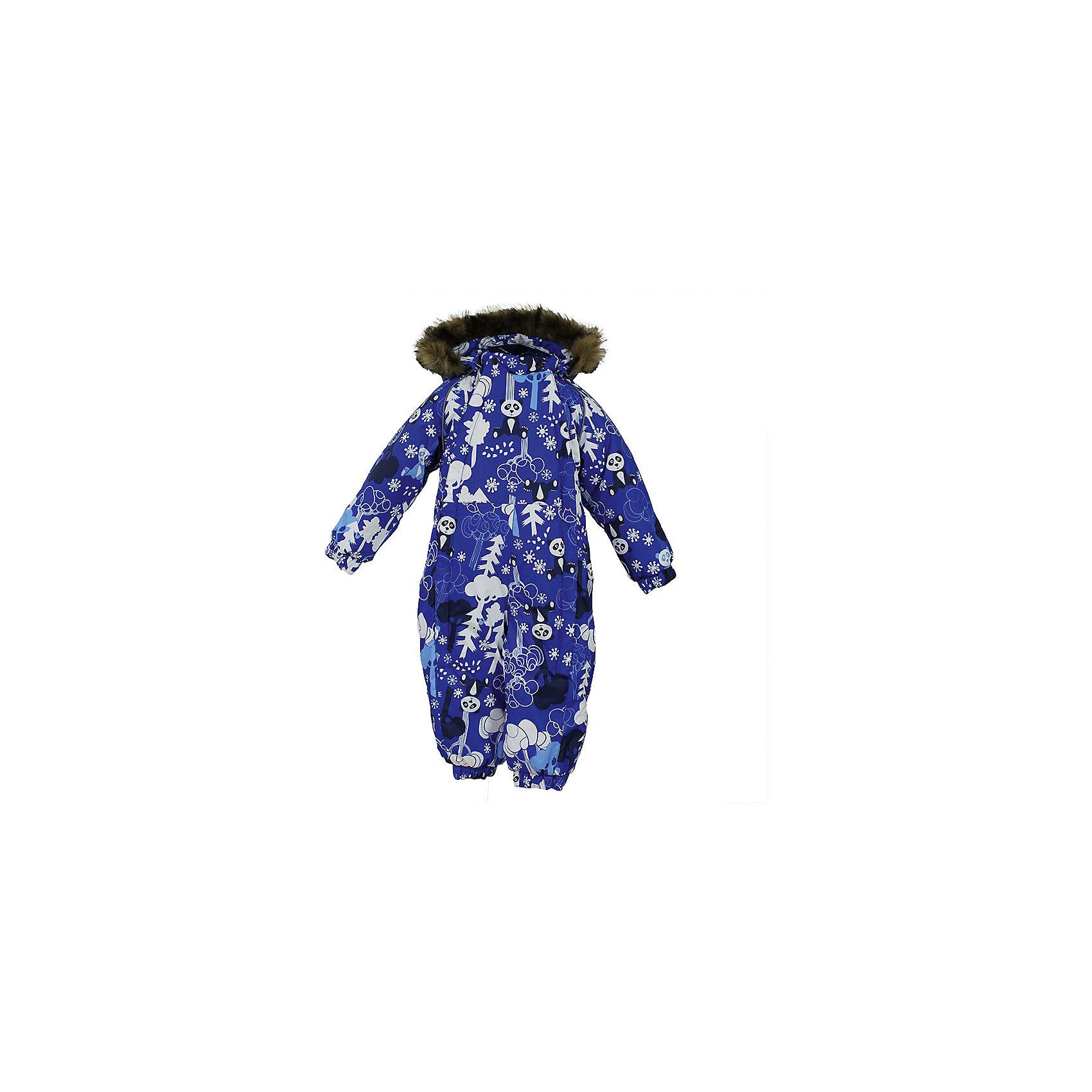 Комбинезон KEIRA HuppaВерхняя одежда<br>Характеристики товара:<br><br>• модель: Keira;<br>• цвет: синий принт;<br>• пол: мальчик;<br>• состав: 100% полиэстер;<br>• утеплитель: нового поколенияHuppaTherm, 300 гр.;<br>• подкладка: 100% хлопок,фланель;<br>• сезон: зима;<br>• температурный режим: от -5 до - 30С;<br>• водонепроницаемость: 5000 мм;<br>• воздухопроницаемость: 5000 г/м2/24ч;<br>• водо- и ветронепроницаемый, дышащий и грязеотталкивающий материал;<br>• особенности модели: c рисунком, с мехом на капюшоне;<br>• капюшон для большего удобства крепится на кнопки и, при необходимости, отстегивается;<br>• мех на капюшоне не съемный;<br>• сидельныйшов проклеен водостойкой лентой, для дополнительной защиты от протекания;<br>• светоотражающих элементов для безопасности ребенка;<br>• две боковые молнии;<br>• эластичные манжеты на резинках, с отворотом (у размеров 68-80);<br>• манжеты брюк на резинке;<br>• съемные силиконовые штрипки;<br>• у брючин отсутствуют внутренние швы;<br>• страна бренда: Финляндия;<br>• страна изготовитель: Эстония.<br><br>Комбинезон Keira зимний - отличный вариант для холодной зимы.Важный критерий при выборе комбинезона для мальчика - это количество утеплителя, ведь малыши еще малоподвижны. поэтому комбинезон должен быть теплым.<br><br> В модели Keira 300 грамм утеплителя, которые обеспечат тепло и комфорт ребенку при температуре от -5 до -30 градусов. Подкладка — из 100% хлопка ( фланель).<br><br>Функциональные элементы: капюшон отстегивается с помощью кнопок, мех пришит, манжеты на резинке,с отворотом у размеров 68-80. Сидельныйшов проклеен водостойкой лентой, для дополнительной защиты от протекания, две длинные молнии для удобного надевания, манжеты брюк на резинке, у брючин отсутствуют внутренние швы, съемные силиконовые штрипки, светоотражающие элементы.<br><br>Комбинезон Keira для мальчика Huppa (Хуппа) можно купить в нашем интернет-магазине.<br><br>Ширина мм: 356<br>Глубина мм: 10<br>Высота мм: 245<br>Вес г: 519<br>Цвет: синий<br>Возраст 