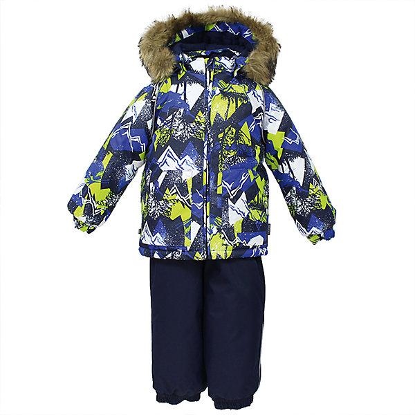 Комплект: куртка и брюки AVERY Huppa для мальчикаВерхняя одежда<br>Характеристика товара:<br><br>• цвет: синий<br>• температурный режим: от -0 до-30;<br>• утеплитель: куртка:300 грамм, брюки:160 грамм(100% полиэстер);<br>• подкладка: 100% хлопок;<br>• воздухопроницаемость: 5 000 мм куртка / 10 000 мм брюки;<br>• водонепроницаемость:  5 000 мм куртка / 10 000 мм брюки;<br>• застежка: молния;<br>• меховая опушка из искуственного меха;<br>• шаговый шов – проклеен;<br>• капюшон съемный;<br>• подтяжки на полукомбинезоне – резинки;<br>• светоотражающие детали;<br>• производитель: HUPPA (Эстония)<br><br>Красивый зимний комплект AVERY для детей младшего возраста. Легкая, но очень теплая куртка из мягкой мембранной ткани не содержит лишних деталей. В модели 300 грамм утеплителя, а значит, вы можете быть уверены, что ваш малыш не замерзнет на прогулке в морозную погоду, даже если будет двигаться не слишком активно. Комплект для малышей AVERY благодаря простым манжетам на резинке и удобной молнии легко надевать и застегивать. Капюшон с меховой опушкой сделан в форме забавного колпачка и при желании отстегивается. <br><br>Практичный однотонный полукомбинезон темного цвета выполнен из более прочной мембраны и скроен без внутренних швов, для лучшей защиты от истирания и попадания влаги. Задний шов проклеен, также для дополнительной защиты от влаги. Манжеты по низу брюк и тканевые штрипки на ботинки надежно фиксируют брюки и защищают от попадания снега. На костюмах AVERY светоотражающие элементы делают вашего ребенка более заметным на улице, даже в условиях плохой видимости и в темное время суток.<br><br>Комплект для малышей AVERY можно купить в нашем интернет-магазине.<br>Ширина мм: 356; Глубина мм: 10; Высота мм: 245; Вес г: 519; Цвет: синий; Возраст от месяцев: 12; Возраст до месяцев: 15; Пол: Мужской; Возраст: Детский; Размер: 80,104,98,92,86; SKU: 7026988;