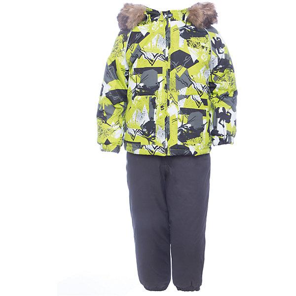 Комплект: куртка и брюки WINTER Huppa для мальчикаВерхняя одежда<br>Характеристики товара:<br><br>• цвет: серо - зеленый с принтом;<br>• пол: мальчик;<br>• состав: 100% полиэстер;<br>• утеплитель: 300 гр куртка / 160гр полукомбинезон;<br>• подкладка: тафта, флис;<br>• сезон: зима;<br>• температурный режим: от -5 до - 30С;<br>• водонепроницаемость: 10000 мм ;<br>• воздухопроницаемость: 10000 г/м2/24ч;<br>• особенности модели: c рисунком; с мехом на капюшоне;<br>• сидельный шов проклеен и не пропускает влагу;<br>• манжеты рукавов эластичные, на резинках;<br>• низ брюк затягивается на шнурок с фиксатором;<br>• внутренние снегозащитные манжеты на штанинах;<br>• полукомбинезон с высокой грудкой, внутренние швы отсутствуют;<br>• эластичные подтяжки регулируются по длине;<br>• безопасный капюшон крепится на кнопки и, при необходимости, отстегивается;<br>• мех на капюшоне не съемный;<br>• молния с защитным клапаном;<br>• светоотражающие элементы для безопасности ребенка;<br>• страна бренда: Финляндия;<br>• страна изготовитель: Эстония.<br><br>Теплый зимний комплект для мальчиков от 2 до 9 лет. Верхняя мембранная ткань с высокими техническими характеристиками и современный утеплитель надежно защищают от снега и мороза.<br><br>Куртка прямого кроя с удлиненной спинкой и карманами на липучках. Утяжка по низу и планка на молнии исключает поддувание и попадание снега под куртку. Теплый капюшон с меховой опушкой легко отстегивается. Это предотвращает опасные ситуации во время игры, например, если капюшон ребенка за что-то зацепится. Полукомбинезон с высокой спинкой и резинкой на поясе скроены без внутреннего шва, поэтому они более устойчивы к истиранию и проникновению влаги. Задний шов проклеен. Утяжка с фиксатором по нижней части брюк и снежные гетры надежно защищают от попадания снега в обувь. Светоотражающие элементы повышают безопасность ребенка при нахождении на улице при любой видимости и в темное время суток. <br><br>Функциональные элементы: куртка: капюшон отстегивается, и