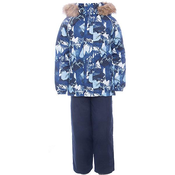 Комплект: куртка и брюки WINTER Huppa для мальчикаВерхняя одежда<br>Характеристики товара:<br><br>• цвет: синий;<br>• пол: мальчик;<br>• состав: 100% полиэстер;<br>• утеплитель: 300 гр куртка / 160гр полукомбинезон;<br>• подкладка: тафта, флис;<br>• сезон: зима;<br>• температурный режим: от -5 до - 30С;<br>• водонепроницаемость: 10000 мм ;<br>• воздухопроницаемость: 10000 г/м2/24ч;<br>• особенности модели: c рисунком; с мехом на капюшоне;<br>• сидельный шов проклеен и не пропускает влагу;<br>• манжеты рукавов эластичные, на резинках;<br>• низ брюк затягивается на шнурок с фиксатором;<br>• внутренние снегозащитные манжеты на штанинах;<br>• полукомбинезон с высокой грудкой, внутренние швы отсутствуют;<br>• эластичные подтяжки регулируются по длине;<br>• безопасный капюшон крепится на кнопки и, при необходимости, отстегивается;<br>• мех на капюшоне не съемный;<br>• молния с защитным клапаном;<br>• светоотражающие элементы для безопасности ребенка;<br>• страна бренда: Финляндия;<br>• страна изготовитель: Эстония.<br><br>Теплый зимний комплект для мальчиков от 2 до 9 лет. Верхняя мембранная ткань с высокими техническими характеристиками и современный утеплитель надежно защищают от снега и мороза.<br><br>Куртка прямого кроя с удлиненной спинкой и карманами на липучках. Утяжка по низу и планка на молнии исключает поддувание и попадание снега под куртку. Теплый капюшон с меховой опушкой легко отстегивается. Это предотвращает опасные ситуации во время игры, например, если капюшон ребенка за что-то зацепится. Полукомбинезон с высокой спинкой и резинкой на поясе скроены без внутреннего шва, поэтому они более устойчивы к истиранию и проникновению влаги. Задний шов проклеен. Утяжка с фиксатором по нижней части брюк и снежные гетры надежно защищают от попадания снега в обувь. Светоотражающие элементы повышают безопасность ребенка при нахождении на улице при любой видимости и в темное время суток. <br><br>Функциональные элементы: куртка: капюшон отстегивается, искусственный мех на