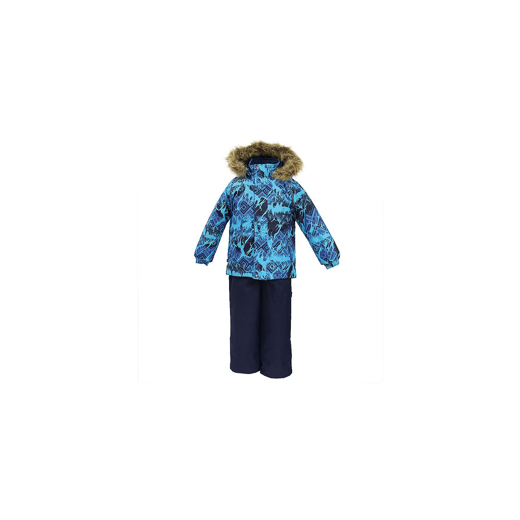 Комплект: куртка и брюки WINTER HuppaКомплекты<br>Характеристики товара:<br><br>• цвет: голубой / синий;<br>• пол: мальчик;<br>• состав: 100% полиэстер;<br>• утеплитель: 300 гр куртка / 160гр полукомбинезон;<br>• подкладка: тафта, флис;<br>• сезон: зима;<br>• температурный режим: от -5 до - 30С;<br>• водонепроницаемость: 10000 мм ;<br>• воздухопроницаемость: 10000 г/м2/24ч;<br>• особенности модели: c рисунком; с мехом на капюшоне;<br>• сидельный шов проклеен и не пропускает влагу;<br>• манжеты рукавов эластичные, на резинках;<br>• низ брюк затягивается на шнурок с фиксатором;<br>• внутренние снегозащитные манжеты на штанинах;<br>• полукомбинезон с высокой грудкой, внутренние швы отсутствуют;<br>• эластичные подтяжки регулируются по длине;<br>• безопасный капюшон крепится на кнопки и, при необходимости, отстегивается;<br>• мех на капюшоне не съемный;<br>• молния с защитным клапаном;<br>• светоотражающие элементы для безопасности ребенка;<br>• страна бренда: Финляндия;<br>• страна изготовитель: Эстония.<br><br>Теплый зимний комплект для мальчиков от 2 до 9 лет. Верхняя мембранная ткань с высокими техническими характеристиками и современный утеплитель надежно защищают от снега и мороза.<br><br>Куртка прямого кроя с удлиненной спинкой и карманами на липучках. Утяжка по низу и планка на молнии исключает поддувание и попадание снега под куртку. Теплый капюшон с меховой опушкой легко отстегивается. Это предотвращает опасные ситуации во время игры, например, если капюшон ребенка за что-то зацепится. Полукомбинезон с высокой спинкой и резинкой на поясе скроены без внутреннего шва, поэтому они более устойчивы к истиранию и проникновению влаги. Задний шов проклеен. Утяжка с фиксатором по нижней части брюк и снежные гетры надежно защищают от попадания снега в обувь. Светоотражающие элементы повышают безопасность ребенка при нахождении на улице при любой видимости и в темное время суток. <br><br>Функциональные элементы: куртка: капюшон отстегивается, искусственный мех на капюшон