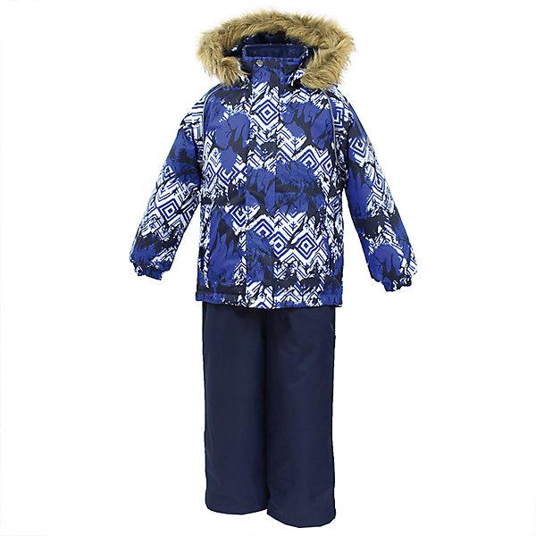 Комплект: куртка и брюки WINTER Huppa для мальчикаКомплекты<br>Характеристики товара:<br><br>• цвет: синий;<br>• пол: мальчик;<br>• состав: 100% полиэстер;<br>• утеплитель: 300 гр куртка / 160гр полукомбинезон;<br>• подкладка: тафта, флис;<br>• сезон: зима;<br>• температурный режим: от -5 до - 30С;<br>• водонепроницаемость: 10000 мм ;<br>• воздухопроницаемость: 10000 г/м2/24ч;<br>• особенности модели: c рисунком; с мехом на капюшоне;<br>• сидельный шов проклеен и не пропускает влагу;<br>• манжеты рукавов эластичные, на резинках;<br>• низ брюк затягивается на шнурок с фиксатором;<br>• внутренние снегозащитные манжеты на штанинах;<br>• полукомбинезон с высокой грудкой, внутренние швы отсутствуют;<br>• эластичные подтяжки регулируются по длине;<br>• безопасный капюшон крепится на кнопки и, при необходимости, отстегивается;<br>• мех на капюшоне не съемный;<br>• молния с защитным клапаном;<br>• светоотражающие элементы для безопасности ребенка;<br>• страна бренда: Финляндия;<br>• страна изготовитель: Эстония.<br><br>Теплый зимний комплект для мальчиков от 2 до 9 лет. Верхняя мембранная ткань с высокими техническими характеристиками и современный утеплитель надежно защищают от снега и мороза.<br><br>Куртка прямого кроя с удлиненной спинкой и карманами на липучках. Утяжка по низу и планка на молнии исключает поддувание и попадание снега под куртку. Теплый капюшон с меховой опушкой легко отстегивается. Это предотвращает опасные ситуации во время игры, например, если капюшон ребенка за что-то зацепится. Полукомбинезон с высокой спинкой и резинкой на поясе скроены без внутреннего шва, поэтому они более устойчивы к истиранию и проникновению влаги. Задний шов проклеен. Утяжка с фиксатором по нижней части брюк и снежные гетры надежно защищают от попадания снега в обувь. Светоотражающие элементы повышают безопасность ребенка при нахождении на улице при любой видимости и в темное время суток. <br><br>Функциональные элементы: куртка: капюшон отстегивается, искусственный мех на капю