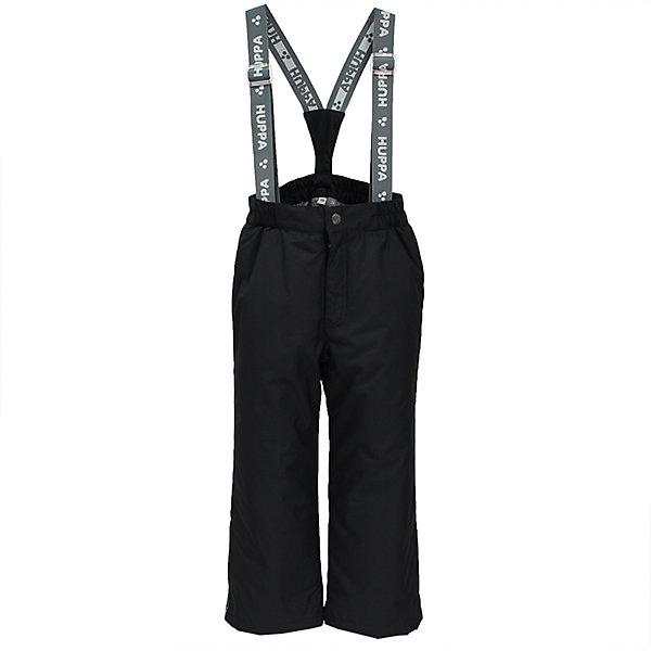 Брюки FREJA Huppa для мальчикаВерхняя одежда<br>Характеристики товара:<br><br>• цвет: черный;<br>• пол: мальчик, девочка;<br>• состав: 100% полиэстер;<br>• утеплитель: нового поколенияHuppaTherm, 160 гр.;<br>• подкладка: тафта;<br>• сезон: зима;<br>• температурный режим: от - 5 до - 30С;<br>• водонепроницаемость: 10000 мм;<br>• воздухопроницаемость: 10000 г/м2/24ч;<br>• влагоустойчивая и дышащая ткань; <br>• эластичные подтяжки съемные, регулируются по длине;<br>• добавлены петли для подтяжек;<br>• сидельный шов проклеен и не пропускает влагу;<br>• внутренние снегозащитные манжеты на штанинах;<br>• светоотражающие элементы для безопасности ребенка;<br>• страна бренда: Финляндия;<br>• страна изготовитель: Эстония.<br><br>Зимние брюки Freja фирмы HUPPA - это отличный вариант для холодной зимы.<br><br>Зимние брюки для мальчиков и девочек  фирмы HUPPA с утеплителем 160 грамм подойдут на температуру от -5 до -30 градусов. Высокий показатель водонепроницаемости и проклеенные швы надежно защитят от влаги и ветра. На поясе — эластичный шнур с фиксатором, отстегивающиеся подтяжки.<br><br>Функциональные элементы: пояс на резинке, подол штанин с утяжкой с фиксатором, снежные гетры. <br><br>Зимние брюки Freja фирмы HUPPA  можно купить в нашем интернет-магазине.<br><br>Ширина мм: 215<br>Глубина мм: 88<br>Высота мм: 191<br>Вес г: 336<br>Цвет: черный<br>Возраст от месяцев: 144<br>Возраст до месяцев: 156<br>Пол: Мужской<br>Возраст: Детский<br>Размер: 158,122,128,134,140,146,152<br>SKU: 7027611