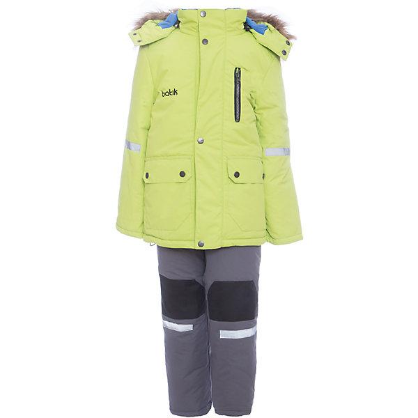 Комплект: куртка и полукомбенизон Артур Batik для мальчикаВерхняя одежда<br>Характеристики товара:<br><br>• цвет: салатовый<br>• комплектация: куртка и полукомбинезон <br>• состав ткани: таслан<br>• подкладка: поларфлис<br>• утеплитель: шелтер<br>• сезон: зима<br>• мембранное покрытие<br>• температурный режим: от -35 до 0<br>• водонепроницаемость: 5000 мм <br>• паропроницаемость: 5000 г/м2<br>• плотность утеплителя: куртка - 350 г/м2, полукомбинезон - 200 г/м2<br>• застежка: молния<br>• капюшон: с мехом, отстегивается<br>• встроенный термодатчик<br>• износостойкие вставки на брюках<br>• страна бренда: Россия<br>• страна изготовитель: Россия<br><br>Этот детский комплект для зимы будет долго служить благодаря износостойким вставкам на брюках. Зимний комплект для ребенка отличается стильным дизайном. Непромокаемый и непродуваемый детский комплект дополнен термодатчиком и отворотами, с помощью которых можно увеличить размер. Зимний мембранный комплект для мальчика легко чистится.<br><br>Комплект: куртка и полукомбинезон Артур Batik (Батик) для мальчика можно купить в нашем интернет-магазине.<br><br>Ширина мм: 356<br>Глубина мм: 10<br>Высота мм: 245<br>Вес г: 519<br>Цвет: зеленый<br>Возраст от месяцев: 12<br>Возраст до месяцев: 15<br>Пол: Мужской<br>Возраст: Детский<br>Размер: 80,122,116,110,104,98,92,86<br>SKU: 7027998