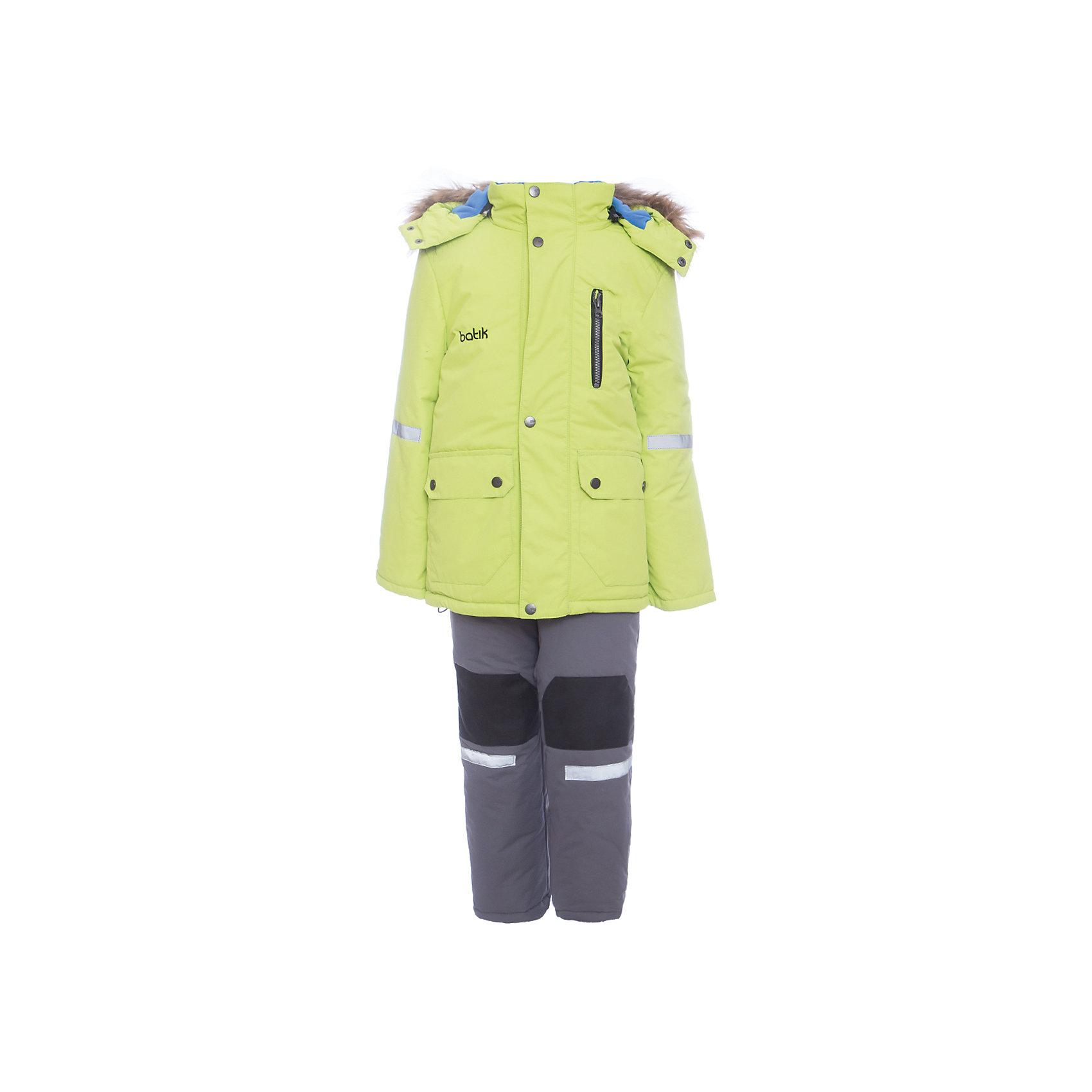 Комплект: куртка и полукомбенизон Артур Batik для мальчикаВерхняя одежда<br>Характеристики товара:<br><br>• цвет: салатовый<br>• комплектация: куртка и полукомбинезон <br>• состав ткани: таслан<br>• подкладка: поларфлис<br>• утеплитель: шелтер<br>• сезон: зима<br>• мембранное покрытие<br>• температурный режим: от -35 до 0<br>• водонепроницаемость: 5000 мм <br>• паропроницаемость: 5000 г/м2<br>• плотность утеплителя: куртка - 350 г/м2, полукомбинезон - 200 г/м2<br>• застежка: молния<br>• капюшон: с мехом, отстегивается<br>• встроенный термодатчик<br>• износостойкие вставки на брюках<br>• страна бренда: Россия<br>• страна изготовитель: Россия<br><br>Этот детский комплект для зимы будет долго служить благодаря износостойким вставкам на брюках. Зимний комплект для ребенка отличается стильным дизайном. Непромокаемый и непродуваемый детский комплект дополнен термодатчиком и отворотами, с помощью которых можно увеличить размер. Зимний мембранный комплект для мальчика легко чистится.<br><br>Комплект: куртка и полукомбинезон Артур Batik (Батик) для мальчика можно купить в нашем интернет-магазине.<br><br>Ширина мм: 356<br>Глубина мм: 10<br>Высота мм: 245<br>Вес г: 519<br>Цвет: зеленый<br>Возраст от месяцев: 72<br>Возраст до месяцев: 84<br>Пол: Мужской<br>Возраст: Детский<br>Размер: 122,80,86,92,98,104,110,116<br>SKU: 7027998