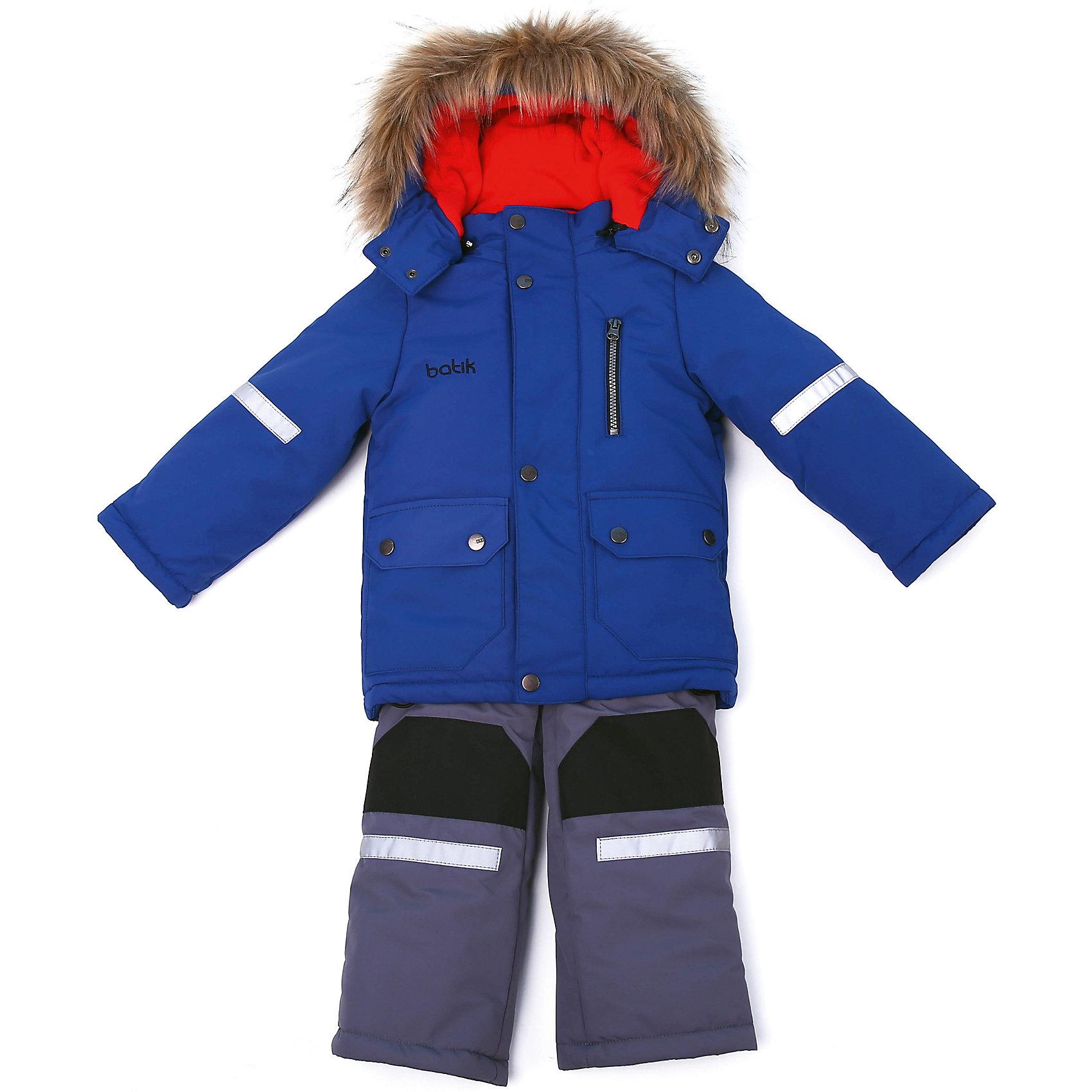 Комплект: куртка и полукомбенизон Артур Batik для мальчикаВерхняя одежда<br>Комплект: куртка и полукомбенизон Артур Batik для мальчика<br>Верхняя ткань обладает водоотталкивающими и ветрозащитными свойствами мембраны. Полукомбинезон с отстегивающимися лямками, имеются липучки для регулировки ширины низа брюк. Куртка на молнии с ветрозащитной планкой и юбкой внутри, светоотражающими элементами. Капюшон на молнии со съемной опушкой.<br>Состав:<br>Ткань верха - TASLON OXFORD;  Утеплитель - Слайтекс 300;  Подкладка - Полар флис;<br><br>Ширина мм: 356<br>Глубина мм: 10<br>Высота мм: 245<br>Вес г: 519<br>Цвет: синий<br>Возраст от месяцев: 24<br>Возраст до месяцев: 36<br>Пол: Мужской<br>Возраст: Детский<br>Размер: 98,80,86,92<br>SKU: 7028003