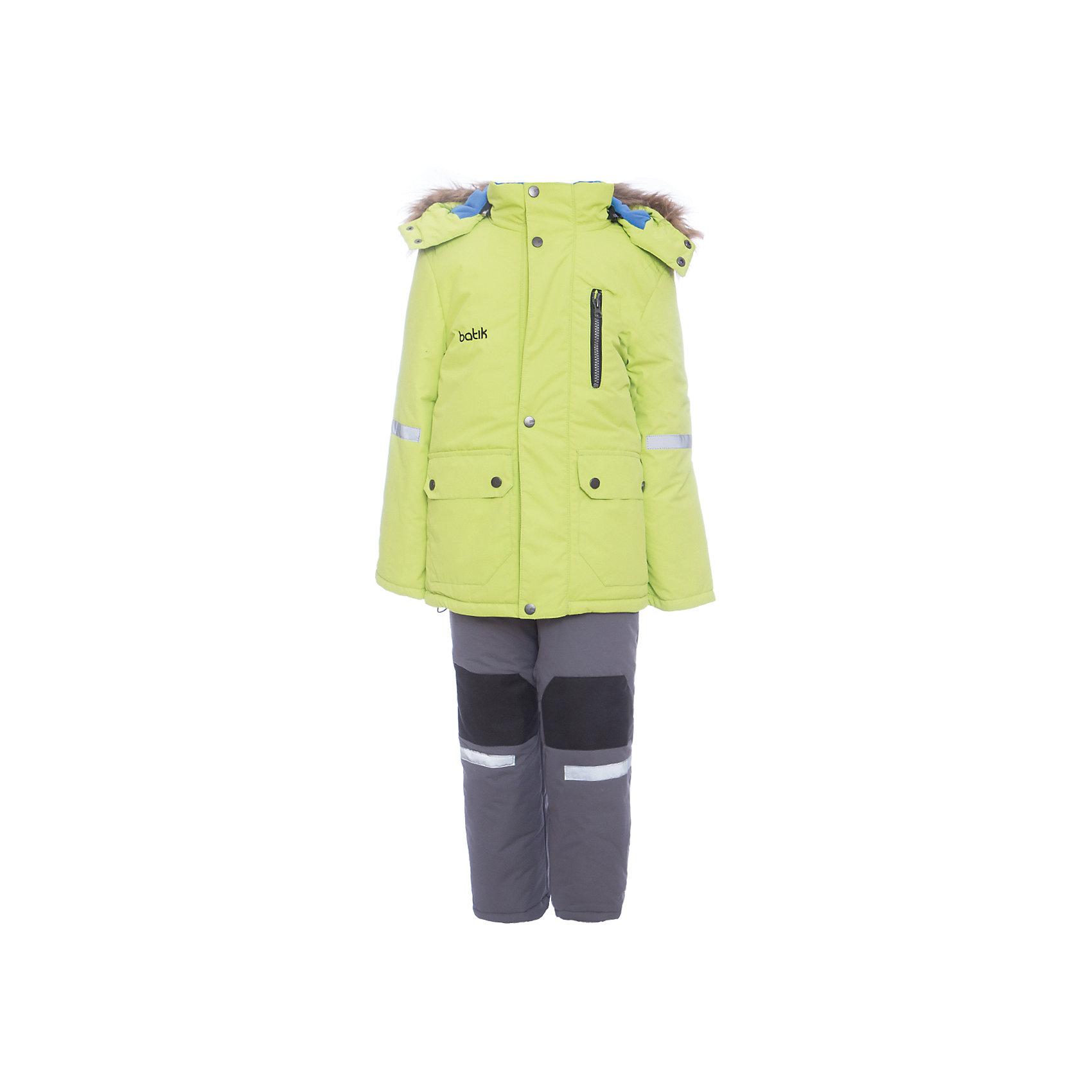 Комплект: куртка и полукомбенизон Артур Batik для мальчикаВерхняя одежда<br>Комплект: куртка и полукомбенизон Артур Batik для мальчика<br>Верхняя ткань обладает водоотталкивающими и ветрозащитными свойствами мембраны. Полукомбинезон с отстегивающимися лямками, имеются липучки для регулировки ширины низа брюк. Куртка на молнии с ветрозащитной планкой и юбкой внутри, светоотражающими элементами. Капюшон на молнии со съемной опушкой.<br>Состав:<br>Ткань верха - TASLON OXFORD;  Утеплитель - Слайтекс 300;  Подкладка - Полар флис;<br><br>Ширина мм: 356<br>Глубина мм: 10<br>Высота мм: 245<br>Вес г: 519<br>Цвет: зеленый<br>Возраст от месяцев: 72<br>Возраст до месяцев: 84<br>Пол: Мужской<br>Возраст: Детский<br>Размер: 122,104,110,116<br>SKU: 7028013