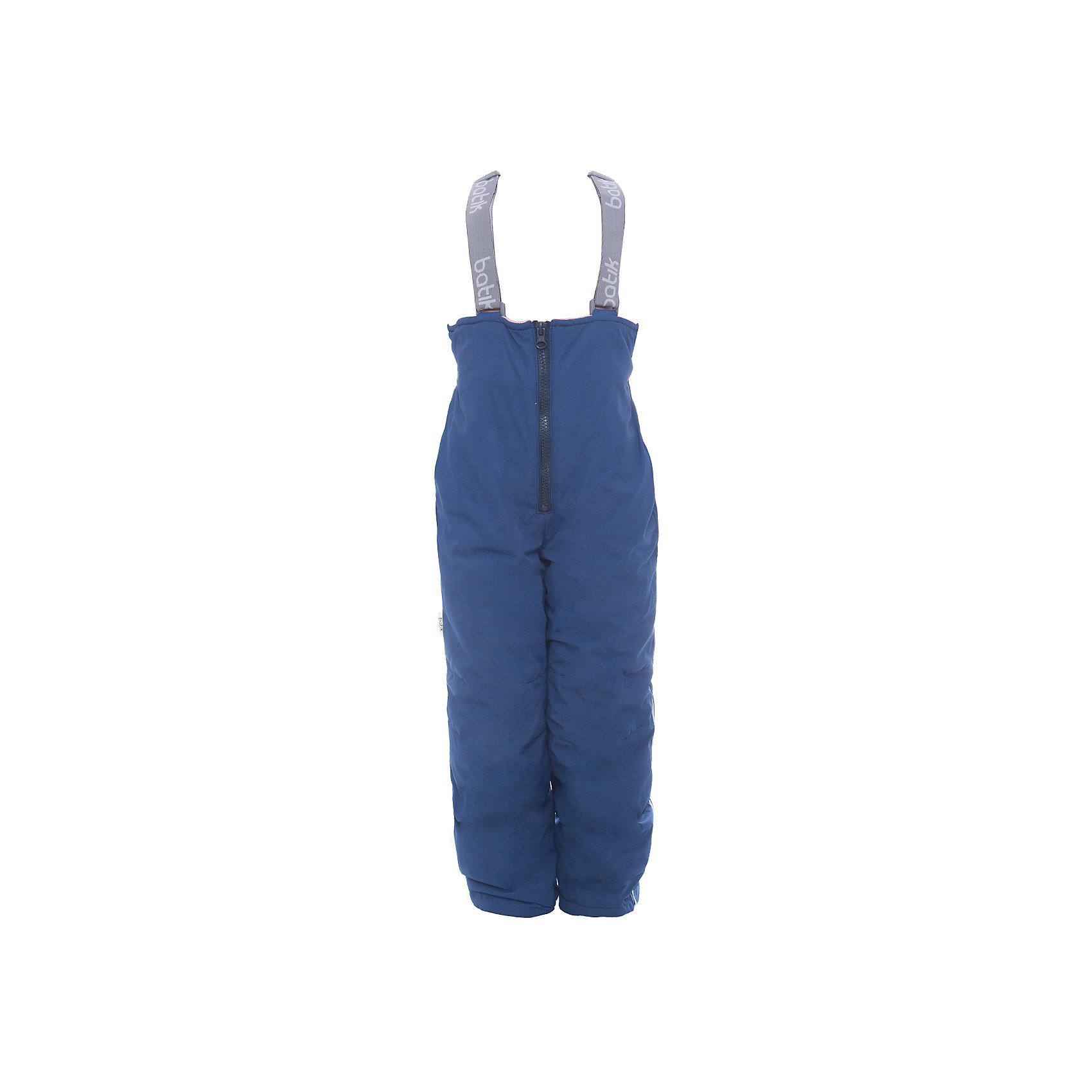 Полукомбинезон Робин Batik для девочкиВерхняя одежда<br>Характеристики товара:<br><br>• цвет: серый<br>• состав ткани: таслан<br>• подкладка: поларфлис<br>• утеплитель: слайтекс<br>• сезон: зима<br>• мембранное покрытие<br>• температурный режим: от -35 до 0<br>• водонепроницаемость: 5000 мм <br>• паропроницаемость: 5000 г/м2<br>• плотность утеплителя: 150 г/м2<br>• застежка: молния<br>• лямки регулируются<br>• страна бренда: Россия<br>• страна изготовитель: Россия<br><br>Удобный детский полукомбинезон Batik теплый и легкий. Теплый полукомбинезон для девочки отличается стильным дизайном, учитывающим потребности для детей. Этот детский полукомбинезон дополнен регулирующимися лямками. Зимний мембранный полукомбинезон для девочки легко чистится и долго служит. <br><br>Полукомбинезон Робин Batik (Батик) для девочки можно купить в нашем интернет-магазине.<br><br>Ширина мм: 215<br>Глубина мм: 88<br>Высота мм: 191<br>Вес г: 336<br>Цвет: серый<br>Возраст от месяцев: 24<br>Возраст до месяцев: 36<br>Пол: Женский<br>Возраст: Детский<br>Размер: 98,140,134,128,122,116,110,104<br>SKU: 7028033