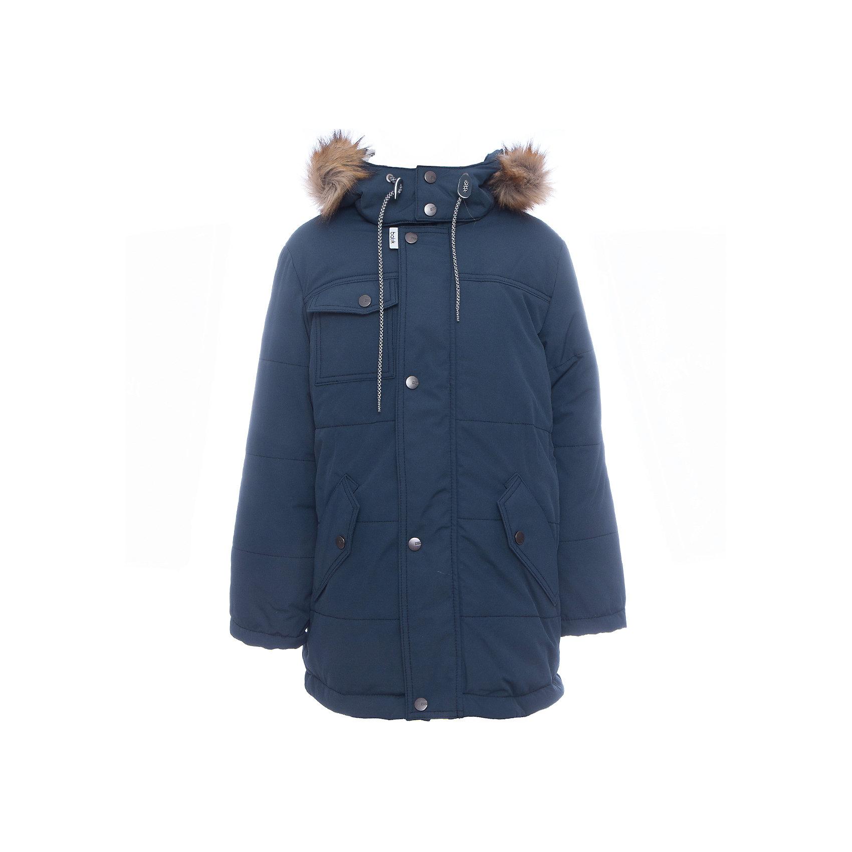 Куртка Лаки Batik для мальчикаВерхняя одежда<br>Характеристики товара:<br><br>• цвет: синий<br>• состав ткани: таслан<br>• подкладка: поларфлис<br>• утеплитель: слайтекс<br>• сезон: зима<br>• мембранное покрытие<br>• температурный режим: от -35 до 0<br>• водонепроницаемость: 5000 мм <br>• паропроницаемость: 5000 г/м2<br>• плотность утеплителя: 300 г/м2<br>• застежка: молния<br>• капюшон: с мехом, съемный<br>• страна бренда: Россия<br>• страна изготовитель: Россия<br><br>Мембранное покрытие детской куртки не задерживает воздух, при этом - надежная защита от влаги, ветра и холода. Модная куртка Batik для мальчика рассчитана даже на сильные морозы. Зимняя куртка от бренда Batik создана с учетом последних тенденций в молодежной моде. Одновременно эта детская куртка теплая и удобная. <br><br>Куртку Лаки Batik (Батик) для мальчика можно купить в нашем интернет-магазине.<br><br>Ширина мм: 356<br>Глубина мм: 10<br>Высота мм: 245<br>Вес г: 519<br>Цвет: темно-синий<br>Возраст от месяцев: 120<br>Возраст до месяцев: 132<br>Пол: Мужской<br>Возраст: Детский<br>Размер: 146,128,134,140<br>SKU: 7028434