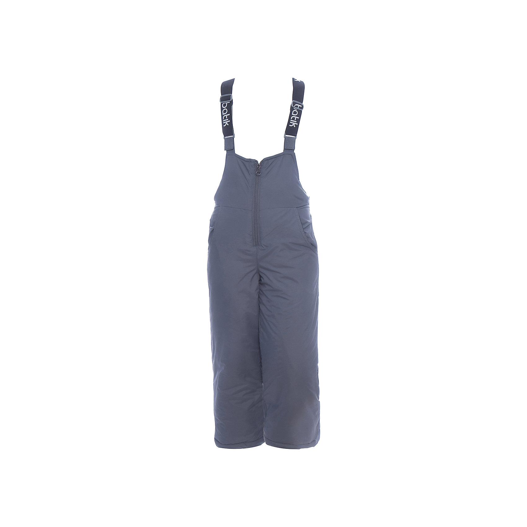 Полукомбинезон Вспышка Batik для мальчикаВерхняя одежда<br>Характеристики товара:<br><br>• цвет: графит<br>• состав ткани: таслан<br>• подкладка: полиэстер<br>• утеплитель: слайтекс<br>• сезон: зима<br>• мембранное покрытие<br>• температурный режим: от -35 до 0<br>• водонепроницаемость: 5000 мм <br>• паропроницаемость: 5000 г/м2<br>• плотность утеплителя: 200 г/м2<br>• застежка: молния<br>• лямки регулируются<br>• страна бренда: Россия<br>• страна изготовитель: Россия<br><br>Детский полукомбинезон сделан легкого, качественного и теплого материала. Теплый полукомбинезон для ребенка отличается стильным дизайном, разработанным специально для детей. Этот детский полукомбинезон дополнен регулирующимися лямками. Зимний мембранный полукомбинезон для мальчика легко чистится и долго служит. <br><br>Полукомбинезон Вспышка Batik (Батик) для мальчика можно купить в нашем интернет-магазине.<br><br>Ширина мм: 215<br>Глубина мм: 88<br>Высота мм: 191<br>Вес г: 336<br>Цвет: серый<br>Возраст от месяцев: 96<br>Возраст до месяцев: 108<br>Пол: Мужской<br>Возраст: Детский<br>Размер: 134,140,98,104,110,116,122,128<br>SKU: 7028531
