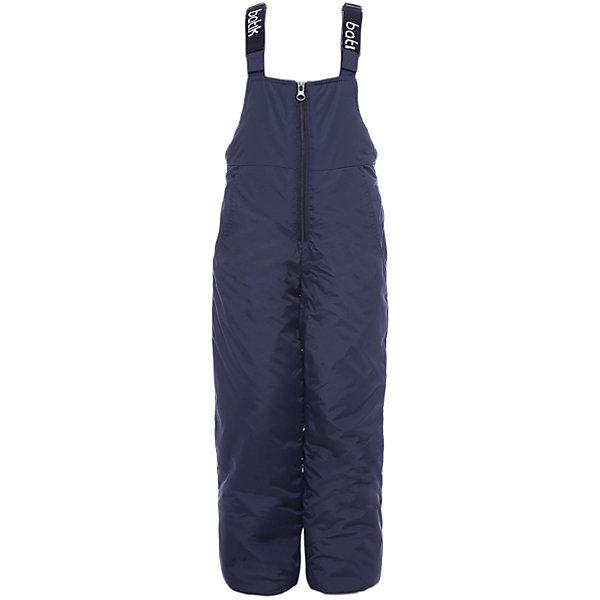 Полукомбинезон Вспышка Batik для мальчикаВерхняя одежда<br>Характеристики товара:<br><br>• цвет: синий<br>• состав ткани: таслан<br>• подкладка: полиэстер<br>• утеплитель: слайтекс<br>• сезон: зима<br>• мембранное покрытие<br>• температурный режим: от -35 до 0<br>• водонепроницаемость: 5000 мм <br>• паропроницаемость: 5000 г/м2<br>• плотность утеплителя: 200 г/м2<br>• застежка: молния<br>• лямки регулируются<br>• страна бренда: Россия<br>• страна изготовитель: Россия<br><br>Детский полукомбинезон сделан из прочного материала и теплого наполнителя. Этот зимний полукомбинезон дополнен удобными регулирующимися лямками. Обеспечить ребенку в холода защиту от ветра и мороза поможет зимний мембранный полукомбинезон. С полукомбинезона для мальчика легко удаляются загрязнения. <br><br>Полукомбинезон Вспышка Batik (Батик) для мальчика можно купить в нашем интернет-магазине.<br>Ширина мм: 215; Глубина мм: 88; Высота мм: 191; Вес г: 336; Цвет: темно-синий; Возраст от месяцев: 24; Возраст до месяцев: 36; Пол: Мужской; Возраст: Детский; Размер: 98,140,134,128,122,116,110,104; SKU: 7028536;