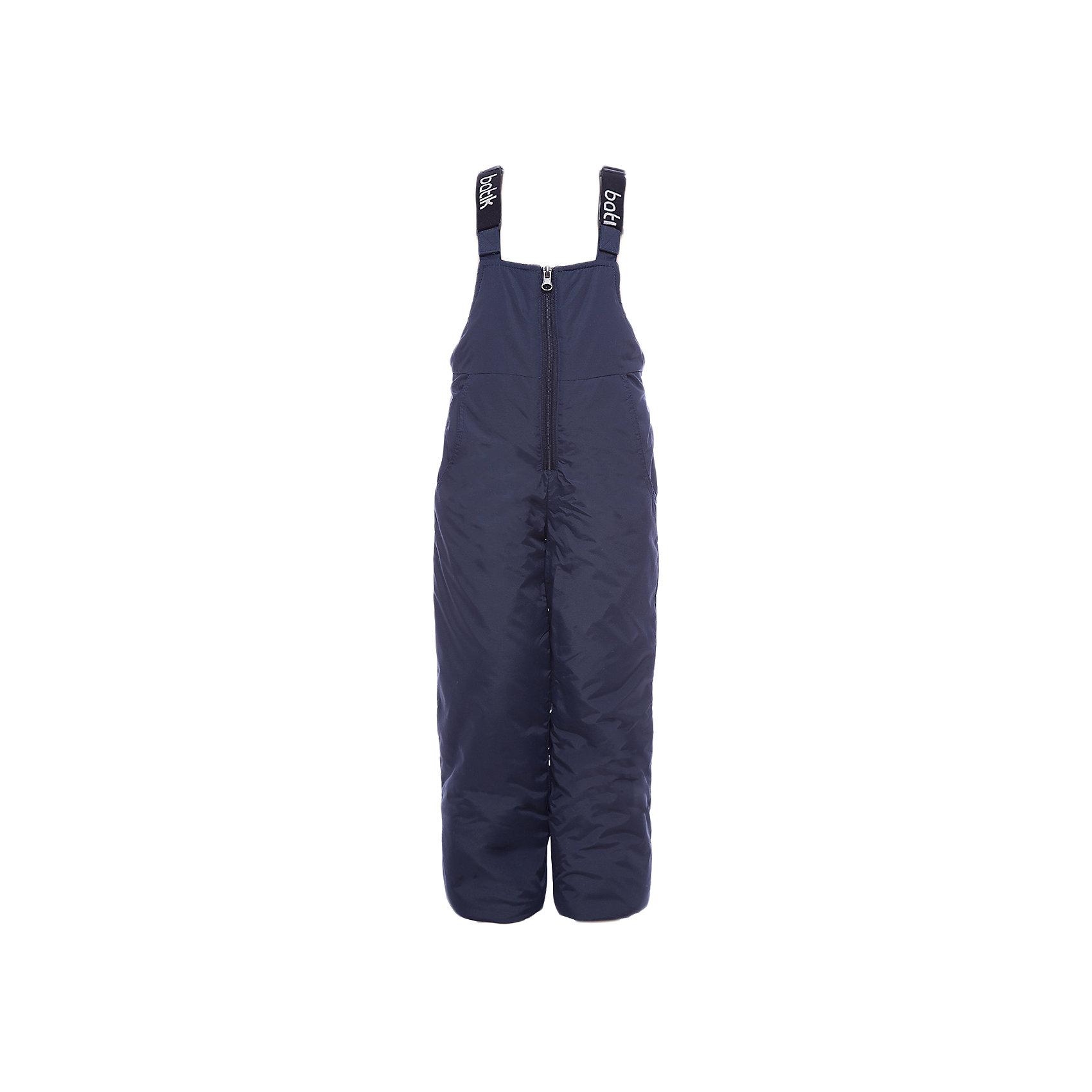 Полукомбинезон Вспышка Batik для мальчикаВерхняя одежда<br>Характеристики товара:<br><br>• цвет: синий<br>• состав ткани: таслан<br>• подкладка: полиэстер<br>• утеплитель: слайтекс<br>• сезон: зима<br>• мембранное покрытие<br>• температурный режим: от -35 до 0<br>• водонепроницаемость: 5000 мм <br>• паропроницаемость: 5000 г/м2<br>• плотность утеплителя: 200 г/м2<br>• застежка: молния<br>• лямки регулируются<br>• страна бренда: Россия<br>• страна изготовитель: Россия<br><br>Детский полукомбинезон сделан из прочного материала и теплого наполнителя. Этот зимний полукомбинезон дополнен удобными регулирующимися лямками. Обеспечить ребенку в холода защиту от ветра и мороза поможет зимний мембранный полукомбинезон. С полукомбинезона для мальчика легко удаляются загрязнения. <br><br>Полукомбинезон Вспышка Batik (Батик) для мальчика можно купить в нашем интернет-магазине.<br><br>Ширина мм: 215<br>Глубина мм: 88<br>Высота мм: 191<br>Вес г: 336<br>Цвет: темно-синий<br>Возраст от месяцев: 108<br>Возраст до месяцев: 120<br>Пол: Мужской<br>Возраст: Детский<br>Размер: 140,98,104,110,116,122,128,134<br>SKU: 7028536