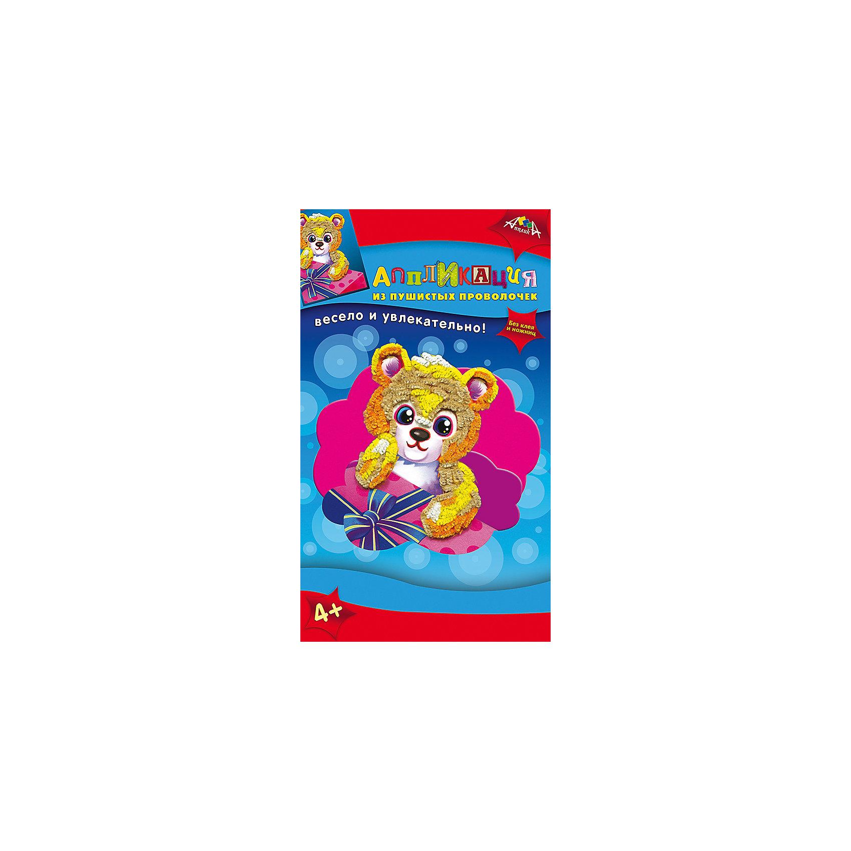 Набор для детского творчества Аппликация в подарок Медвежонок, Попугай, Черепашка, ХамелеонБумага<br>Характеристики:<br><br>• возраст: от 4 лет<br>• комплектация: две аппликация из мягкого пластика (2 цветные картонные основы А6 и вырубленные элементы из самоклеящегося мягкого пластика); 2 аппликации из пушистых проволочек (2 цветные основы, пушистые проволочки, пластмассовые инструменты для сгибания); инструкция<br>• размер упаковки: 29х17,5х3 см.<br>• вес: 180 гр.<br><br>С помощью этого набора ребенок сможет создать своими руками 4 картины: две аппликации из мягкого пластика с изображением черепахи и хамелеона, две аппликации из пушистых проволочек с изображением медвежонка и попугая.<br><br>Процесс создания аппликаций прост, а результат великолепен. Для работы не потребуется ни клея, ни ножниц. Чтобы сделать аппликацию из мягкого пластика, необходимо отделить пластик от защитного слоя и приклеить к цветной основе. Чтобы сделать аппликацию из пушистых проволочек нужно согнуть пушистую проволочку и воткнуть ее в цветную основу.<br><br>Готовые работы станут прекрасным украшением дома или замечательным подарком.<br><br>Набор для детского творчества способствует формированию у ребенка усидчивости, внимательности и аккуратности, развивает мелкую моторику рук.<br><br>Набор для детского творчества «Аппликация в подарок Медвежонок, Попугай, Черепашка, Хамелеон» можно купить в нашем интернет-магазине.<br><br>Ширина мм: 290<br>Глубина мм: 175<br>Высота мм: 30<br>Вес г: 180<br>Возраст от месяцев: 48<br>Возраст до месяцев: 2147483647<br>Пол: Унисекс<br>Возраст: Детский<br>SKU: 7033664