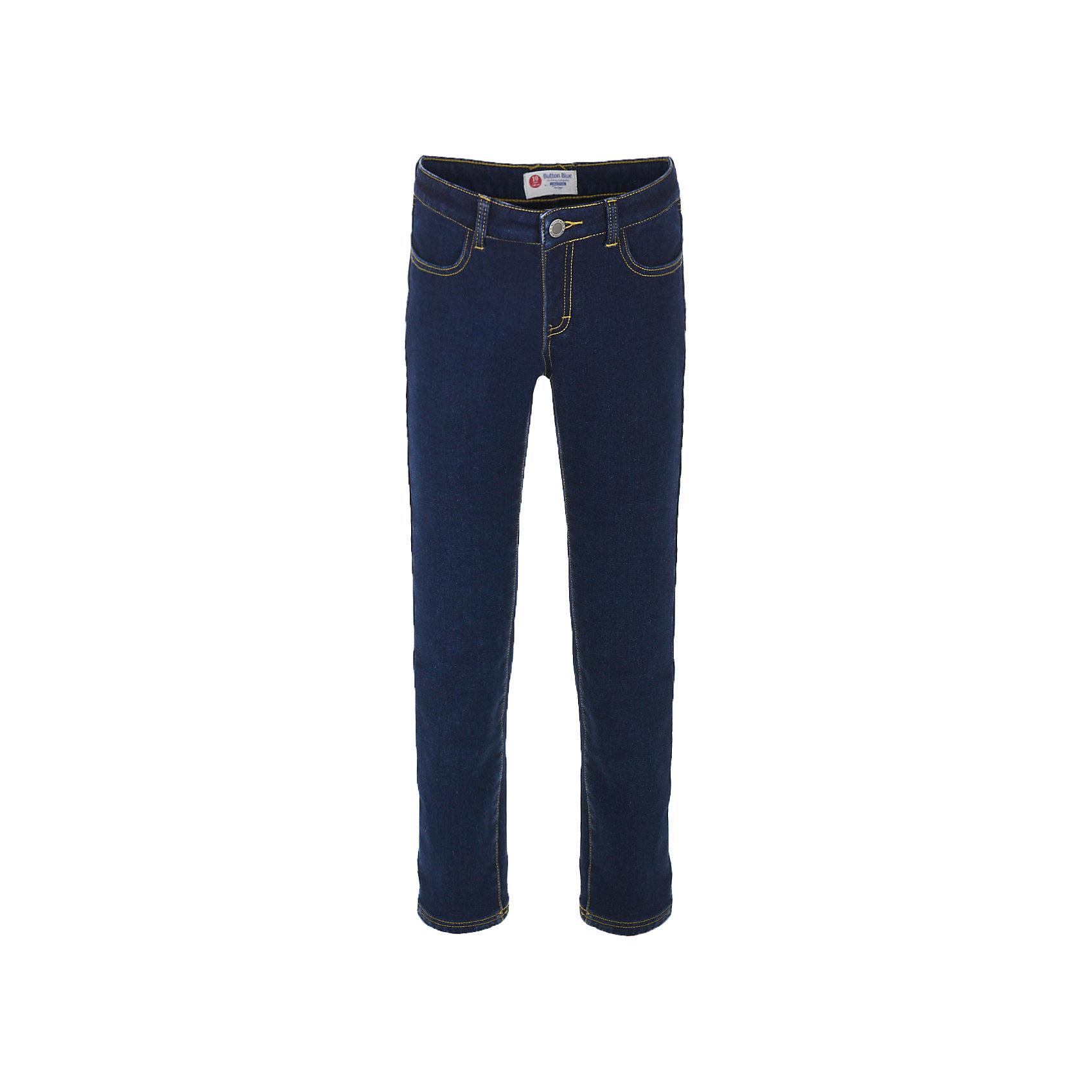 Джинсы Button Blue для девочкиДжинсы<br>Характеристики товара:<br><br>• цвет: темно-синий;<br>• состав: 54% хлопок 44,5% полиэстер 1,5% эластан;<br>• подкладка: 100% полиэстер, флис;<br>• сезон: зима, демисезон;<br>• особенности: на флисе, теплые;<br>• застежка: ширинка на молнии и пуговица;<br>• внутренняя регулировка талии;<br>• два накладных кармана сзади;<br>• два кармана спереди;<br>• страна бренда: Россия;<br>• страна изготовитель: Китай.<br><br>Джинсы на флисе для девочки. Теплые джинсы застегиваются на ширинку на молнии и пуговицу, талия внутри регулируется при помощи резинки с пуговицей. Джинсы с карманами.<br><br>Джинсы Button Blue (Баттон Блю) можно купить в нашем интернет-магазине.<br><br>Ширина мм: 215<br>Глубина мм: 88<br>Высота мм: 191<br>Вес г: 336<br>Цвет: темно-синий<br>Возраст от месяцев: 144<br>Возраст до месяцев: 156<br>Пол: Женский<br>Возраст: Детский<br>Размер: 158,98,104,110,116,122,128,134,140,146,152<br>SKU: 7037853