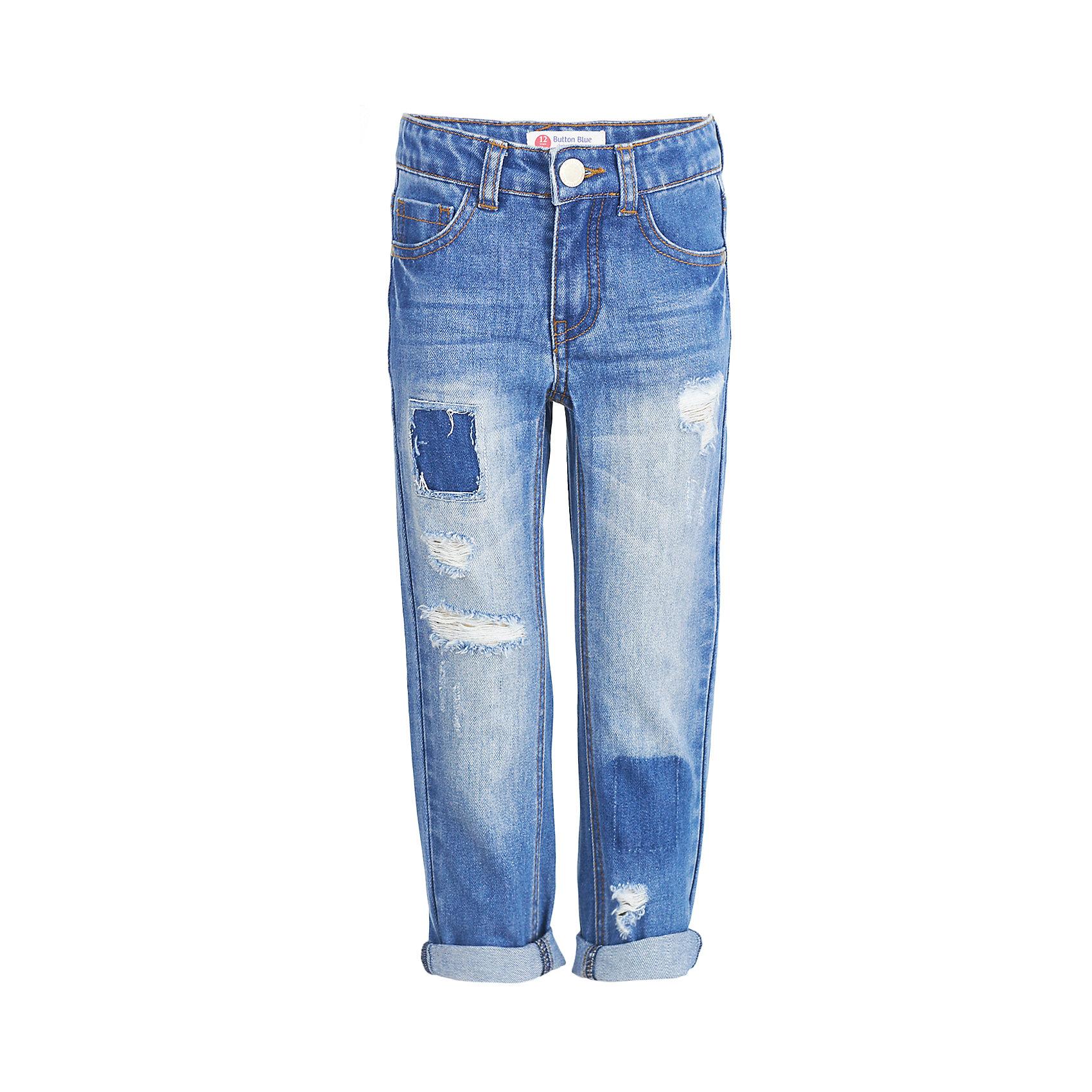 Джинсы BUTTON BLUE для мальчикаДжинсы<br>Джинсы BUTTON BLUE для мальчика<br>Синие джинсы прямого силуэта с потертостями, повреждениями и варкой  — основа модного и функционального повседневного гардероба ребенка! Хорошая форма, удобная посадка на фигуре подарят мальчику комфорт, свободу движений и уверенность в себе. Если вы хотите купить недорогие детские джинсы отличного качества, модель от Button Blue - прекрасный вариант!<br>Состав:<br>100% хлопок<br><br>Ширина мм: 215<br>Глубина мм: 88<br>Высота мм: 191<br>Вес г: 336<br>Цвет: темно-синий<br>Возраст от месяцев: 84<br>Возраст до месяцев: 96<br>Пол: Мужской<br>Возраст: Детский<br>Размер: 128,122,116,110,104,98,158,152,146,140,134<br>SKU: 7038797