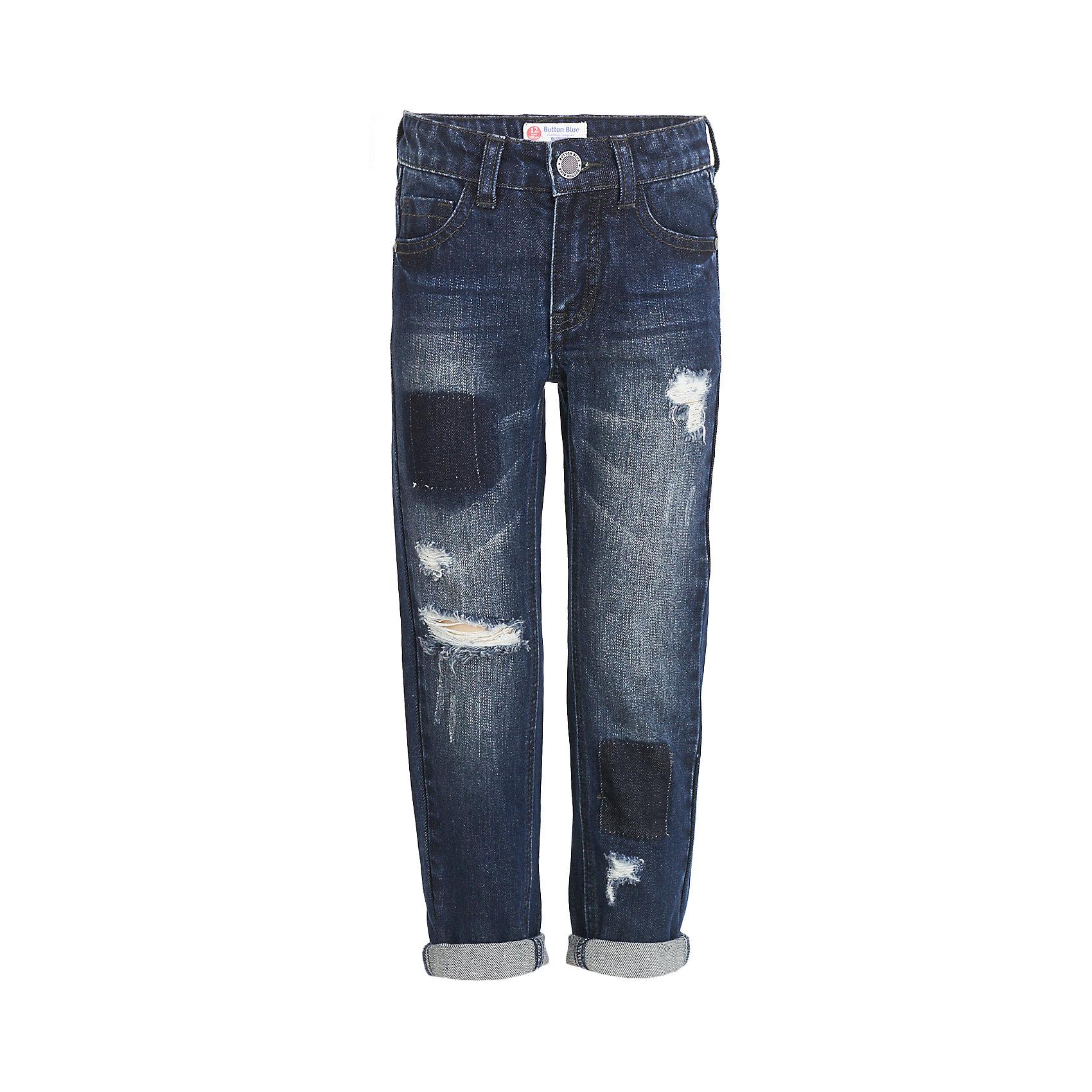 Джинсы Button Blue для мальчикаДжинсы<br>Характеристики товара:<br><br>• цвет: темно-синий;<br>• состав: 100% хлопок;<br>• сезон: демисезон;<br>• особенности: однотонные, с потертостями;<br>• застежка: ширинка на молнии и пуговица;<br>• внутренняя регулировка обхвата талии;<br>• штанины с отворотами;<br>• накладные карманы сзади;<br>• два кармана спереди + мини-карман;<br>• страна бренда: Россия;<br>• страна изготовитель: Китай.<br><br>Джинсы с потертостями для мальчика. Голубые джинсы с отворотами застегиваются на ширинку на молнии и пуговицу. <br><br>Джинсы Button Blue (Баттон Блю) можно купить в нашем интернет-магазине.<br><br>Ширина мм: 215<br>Глубина мм: 88<br>Высота мм: 191<br>Вес г: 336<br>Цвет: черный<br>Возраст от месяцев: 144<br>Возраст до месяцев: 156<br>Пол: Мужской<br>Возраст: Детский<br>Размер: 158,98,104,110,116,122,128,134,140,146,152<br>SKU: 7038809