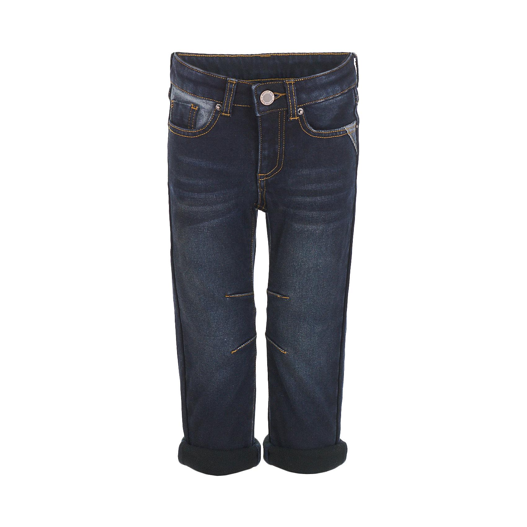 Джинсы Button Blue для мальчикаДжинсы<br>Характеристики товара:<br><br>• цвет: темно-синий;<br>• состав: 54% хлопок 44,5% полиэстер 1,5% эластан;<br>• сезон: демисезон;<br>• особенности: однотонные, на флисовой подкладке;<br>• застежка: ширинка на молнии и пуговица;<br>• внутренняя регулировка обхвата талии;<br>• штанины с отворотами;<br>• накладные карманы сзади;<br>• два кармана спереди + мини-карман;<br>• страна бренда: Россия;<br>• страна изготовитель: Китай.<br><br>Джинсы на флисе для мальчика. Темно-синие джинсы с отворотами застегиваются на ширинку на молнии и пуговицу. <br><br>Джинсы Button Blue (Баттон Блю) можно купить в нашем интернет-магазине.<br><br>Ширина мм: 215<br>Глубина мм: 88<br>Высота мм: 191<br>Вес г: 336<br>Цвет: черный<br>Возраст от месяцев: 144<br>Возраст до месяцев: 156<br>Пол: Мужской<br>Возраст: Детский<br>Размер: 158,98,104,110,116,122,128,134,140,146,152<br>SKU: 7038821