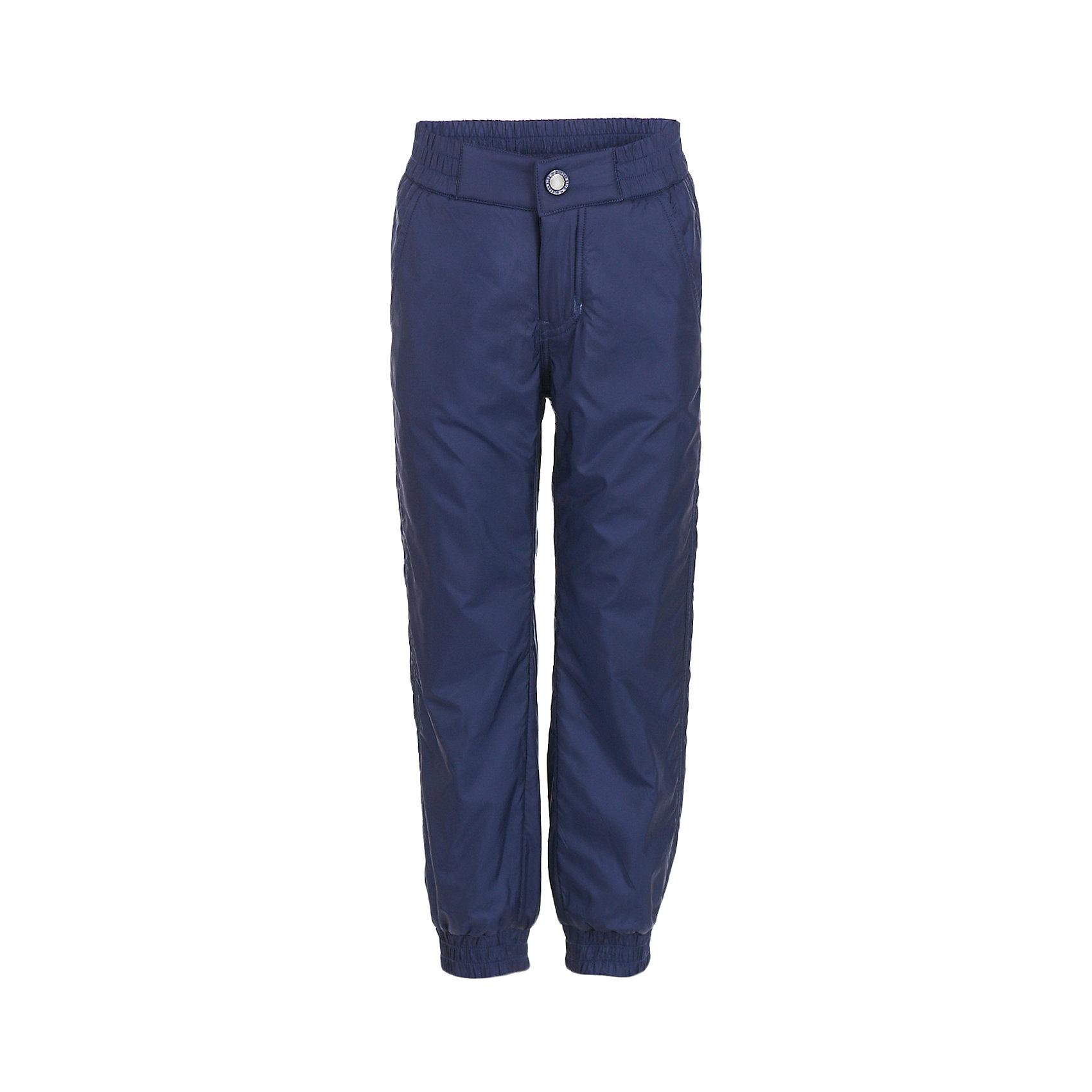 Брюки Button Blue для мальчикаВерхняя одежда<br>Характеристики товара:<br><br>• цвет: синий;<br>• состав: 100% полиэстер;<br>• подкладка: 100% полиэстер, флис;<br>• без дополнительного утепления;<br>• сезон: демисезон;<br>• температурный режим: от +10 до -5С;<br>• застежка: ширинка на молнии и пуговица;<br>• плащевая непромокаемая ткань;<br>• сплошная теплая подкладка из флиса;<br>• эластичная резинка по низу штанин;<br>• страна бренда: Россия;<br>• страна изготовитель: Китай.<br><br>Демисезонные брюки для мальчика. Брюки на флисовой подкладке, верх из непромокаемой плащевой ткани. <br><br>Брюки Button Blue (Баттон Блю) можно купить в нашем интернет-магазине.<br><br>Ширина мм: 215<br>Глубина мм: 88<br>Высота мм: 191<br>Вес г: 336<br>Цвет: темно-синий<br>Возраст от месяцев: 144<br>Возраст до месяцев: 156<br>Пол: Мужской<br>Возраст: Детский<br>Размер: 158,128,98,104,110,116,122,134,140,146,152<br>SKU: 7038988