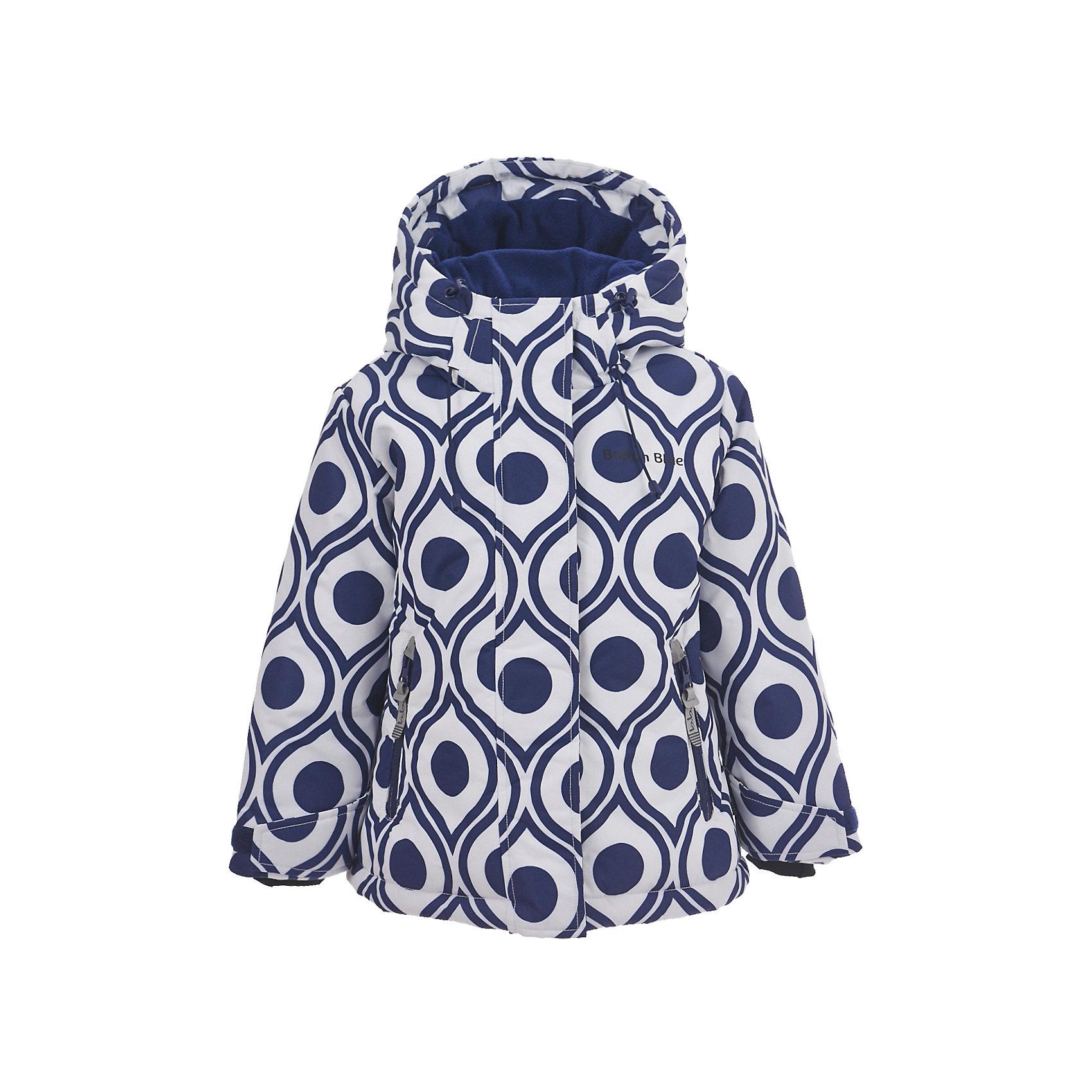 Куртка Button Blue для девочкиВерхняя одежда<br>Характеристики товара:<br><br>• цвет: синий/белый;<br>• состав: 100% полиэстер;<br>• подкладка: 100% полиэстер, флис;<br>• утеплитель: 100% полиэстер;<br>• сезон: зима;<br>• температурный режим: от 0 до -20С;<br>• застежка: молния с защитой подбородка;<br>• дополнительная защитная планка на липучках;<br>• сплошная подкладка из флиса;<br>• эластичные регулируемые манжеты на липучке;<br>• внутренний манжет с отверстием для большого пальца;<br>• водоотталкивающая ткань;<br>• внутренняя утяжка по низу изделия;<br>• карманы на молнии;<br>• страна бренда: Россия;<br>• страна изготовитель: Китай.<br><br>Яркая куртка из мембранной плащевки понравится всем любителям активных прогулок! Куртка сделана с соблюдением основных технологических особенностей производства спортивной одежды. Она не промокает, сохраняет тепло, трикотажная подкладка из мягкого флиса создает комфорт при длительной носке, утяжки защищают от продувания, светоотражающие элементы обеспечивают безопасность ребенка. Водоотталкивающая ткань с оригинальным рисунком делает куртку запоминающейся.<br><br>Куртку Button Blue (Баттон Блю) можно купить в нашем интернет-магазине.<br><br>Ширина мм: 356<br>Глубина мм: 10<br>Высота мм: 245<br>Вес г: 519<br>Цвет: белый<br>Возраст от месяцев: 144<br>Возраст до месяцев: 156<br>Пол: Женский<br>Возраст: Детский<br>Размер: 158,98,104,110,116,122,128,134,140,146,152<br>SKU: 7039502