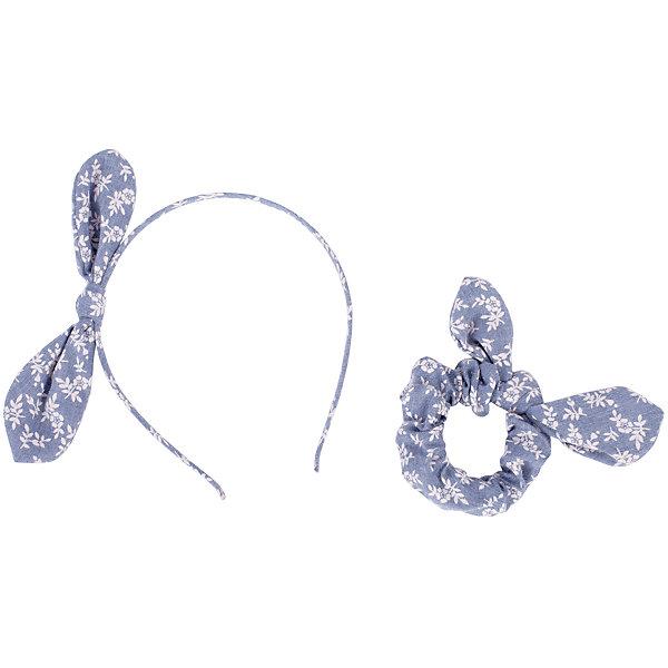 Комплект: ободок и резинка Button Blue для девочкиАксессуары<br>Характеристики товара:<br><br>• цвет: голубой;<br>• материал: сталь, полиэстер;<br>• в комплекте: ободок и резинка;<br>• ободок с бантиком;<br>• мягкая эластичная резинка с бантиком;<br>• страна бренда: Россия;<br>• страна изготовитель: Китай.<br><br>Комплект: ободок и резинка Button Blue (Баттон Блю) можно купить в нашем интернет-магазине.<br>Ширина мм: 170; Глубина мм: 157; Высота мм: 67; Вес г: 117; Цвет: голубой; Возраст от месяцев: 60; Возраст до месяцев: 168; Пол: Женский; Возраст: Детский; Размер: one size; SKU: 7039740;