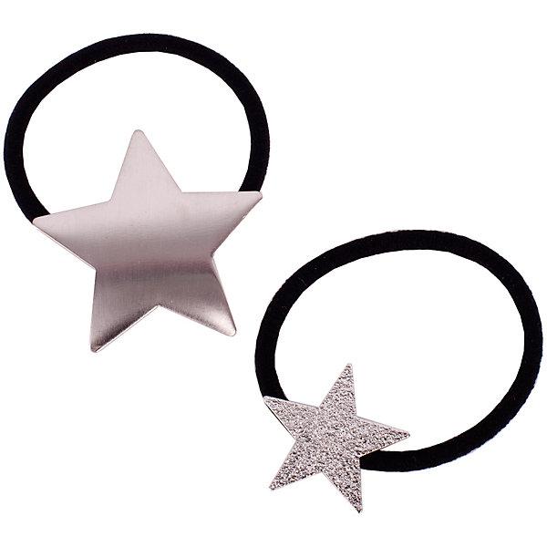 Комплект резинок, 2 шт. Button Blue для девочкиАксессуары<br>Характеристики товара:<br><br>• цвет: серебро/черный;<br>• материал: эластан, металл;<br>• в комплекте: 2 резинки;<br>• резинки с металлическими звездочками;<br>• страна бренда: Россия;<br>• страна изготовитель: Китай.<br><br>Комплект резинок, 2 шт. Button Blue (Баттон Блю) можно купить в нашем интернет-магазине.<br><br>Ширина мм: 170<br>Глубина мм: 157<br>Высота мм: 67<br>Вес г: 117<br>Цвет: серебряный<br>Возраст от месяцев: 60<br>Возраст до месяцев: 168<br>Пол: Женский<br>Возраст: Детский<br>Размер: one size<br>SKU: 7039756