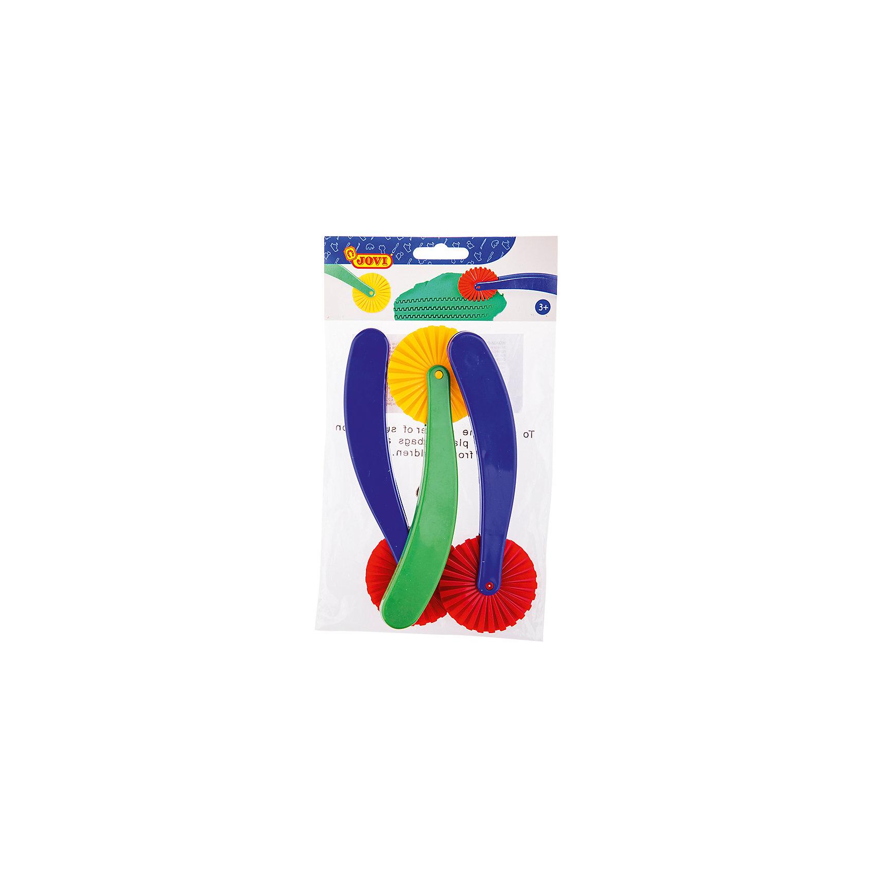 Ножи-роллеры для моделирования 3 шт JOVIАксессуары для творчества<br>Тип: инструменты для лепки<br>Материал: полипропилен<br>Количество предметов: 3<br>Упаковка ед. товара: блистер<br>Ножи-роллеры пластиковые для лепки и моделирования из пластилина и различных видов паст 3 штуки в пакете с европодвесом. Они превратят процесс лепки в увлекательную игру для ребенка. Пластилин и все пасты для лепки JOVI прекрасно раскатываются, принимают желаемую форму, не липнут к рукам, хорошо отстирываются. Идеально подойдут как для детского творчества, так и для профессиональных занятий лепкой. Их можно использовать дома, в детском саду, школе, художественных студиях, кружках и на дополнительных занятиях для детей. Помогут создать оригинальные формы и узоры, сделать резной край изделия.<br><br>Ширина мм: 150<br>Глубина мм: 60<br>Высота мм: 6<br>Вес г: 94<br>Возраст от месяцев: 36<br>Возраст до месяцев: 2147483647<br>Пол: Унисекс<br>Возраст: Детский<br>SKU: 7044262