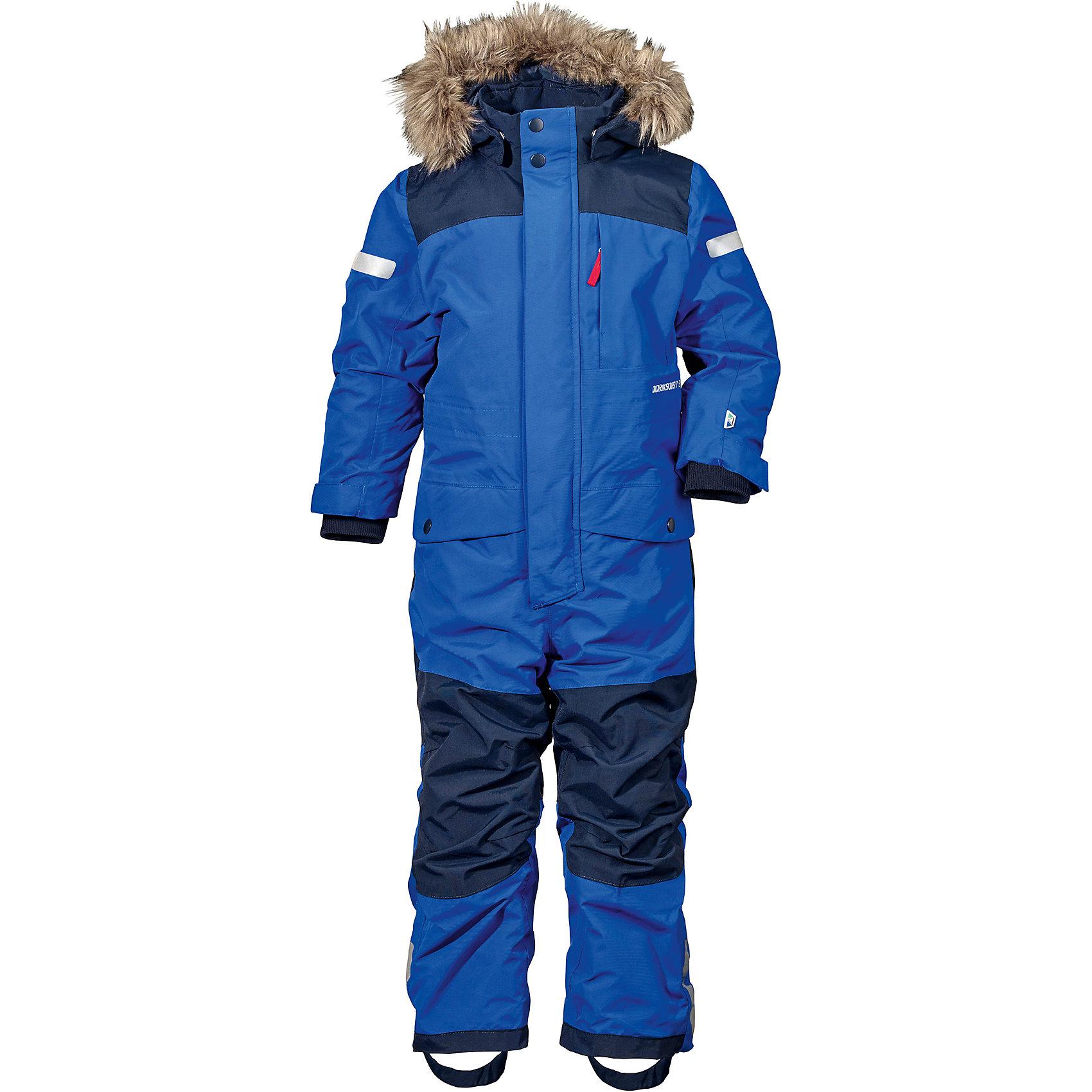 Комбинезон BJORNEN  DIDRIKSONS для мальчикаВерхняя одежда<br>Характеристики товара:<br><br>• цвет: синий<br>• состав ткани: 100% полиэстер<br>• подкладка: 100% полиэстер<br>• утеплитель: 100% полиэстер<br>• сезон: зима<br>• мембранное покрытие<br>• температурный режим: от -20 до 0<br>• водонепроницаемость: 10000 мм <br>• паропроницаемость: 4000 г/м2<br>• плотность утеплителя: 180 г/м2<br>• швы проклеены<br>• съемный капюшон<br>• съемный искусственный мех на капюшоне<br>• регулируемый капюшон, талия, рукава и ширина штанин<br>• внутренние эластичные манжеты с отверстием для большого пальца<br>• снежные гетры<br>• крепления для перчаток и ботинок<br>• светоотражающие детали<br>• застежка: молния, кнопки<br>• штрипки<br>• конструкция позволяет увеличить длину рукава и штанин на один размер<br>• страна бренда: Швеция<br>• страна изготовитель: Китай<br><br>Плотный непромокаемый и непродуваемый верх детского комбинезона не мешает циркуляции воздуха. Модный комбинезон для мальчика Didriksons рассчитан даже на сильные морозы. Детский комбинезон от известного шведского бренда теплый и легкий. Мембранный зимний комбинезон для ребенка отличается продуманным дизайном. <br><br>Комбинезон для мальчика Bjornen Didriksons (Дидриксонс) можно купить в нашем интернет-магазине.<br><br>Ширина мм: 356<br>Глубина мм: 10<br>Высота мм: 245<br>Вес г: 519<br>Цвет: голубой<br>Возраст от месяцев: 72<br>Возраст до месяцев: 84<br>Пол: Мужской<br>Возраст: Детский<br>Размер: 120,130,140,90,100,110<br>SKU: 7045416