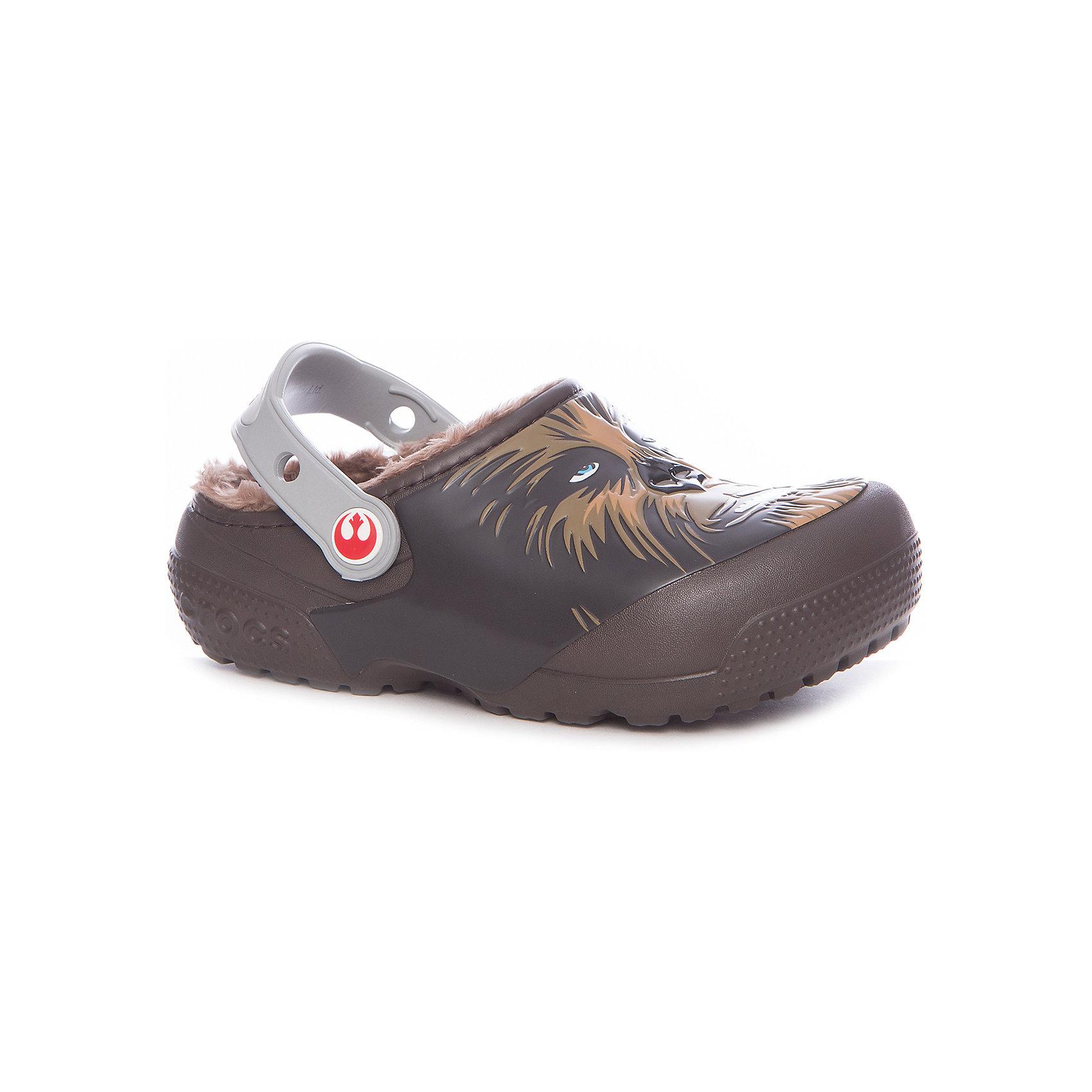 Сабо CrocsFunLab Lined Chewbacca для мальчикаПляжная обувь<br>Характеристики товара:<br><br>• цвет: коричневый<br>• материал: Croslite<br>• стелька: с массажными линиями <br>• сезон: лето<br>• пяточный ремешок: поворотный<br>• защита мыса <br>• подошва не скользит <br>• анатомические <br>• страна бренда: США<br>• страна производства: Китай<br><br>Детские сабо Крокс украшены принтом с любимым детским персонажем. Популярная обувь Crocs для детей обеспечивает комфортный микроклимат ногам на весь день. Удобные сабо Crocs сделаны из уникального материала Croslite. Благодаря новейшим технологиям ноги в таких сабо для ребенка не устают и не скользят. <br><br>Сабо FunLab Lined Chewbacca Crocs (Крокс) для девочки можно купить в нашем интернет-магазине.<br><br>Ширина мм: 225<br>Глубина мм: 139<br>Высота мм: 112<br>Вес г: 290<br>Цвет: коричневый<br>Возраст от месяцев: 132<br>Возраст до месяцев: 144<br>Пол: Мужской<br>Возраст: Детский<br>Размер: 34/35,27,23,24,25,26,28,29,30,31/32,33/34<br>SKU: 7063627